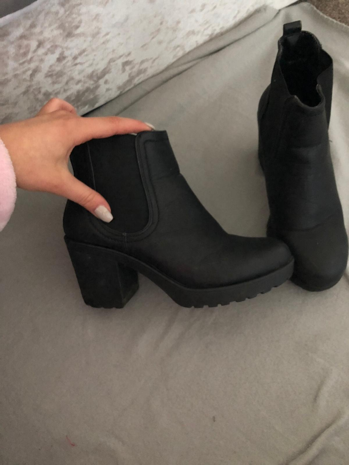 0e3a1b7c070 Black short heel leather ankle boot