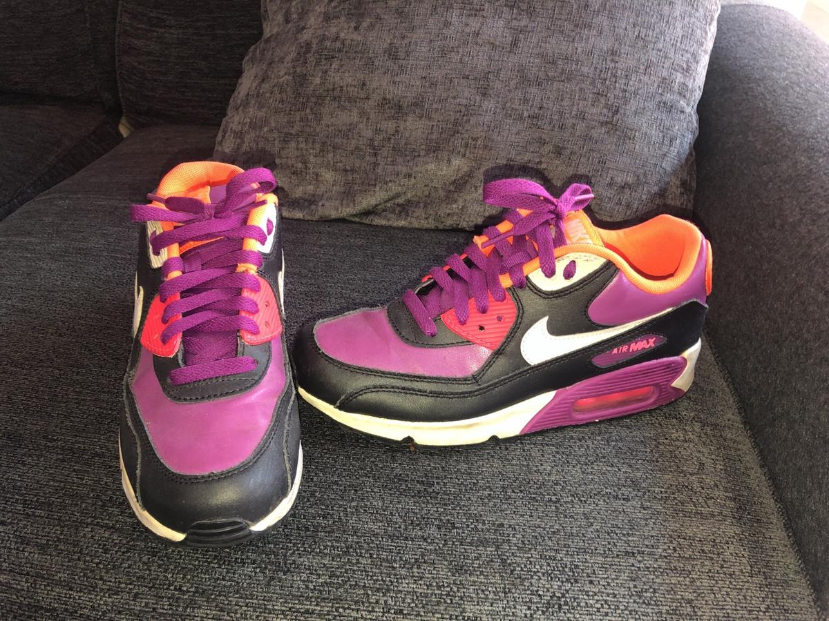 Nike Air Max trainers Boys uk size 2 in KT19 Ewell for