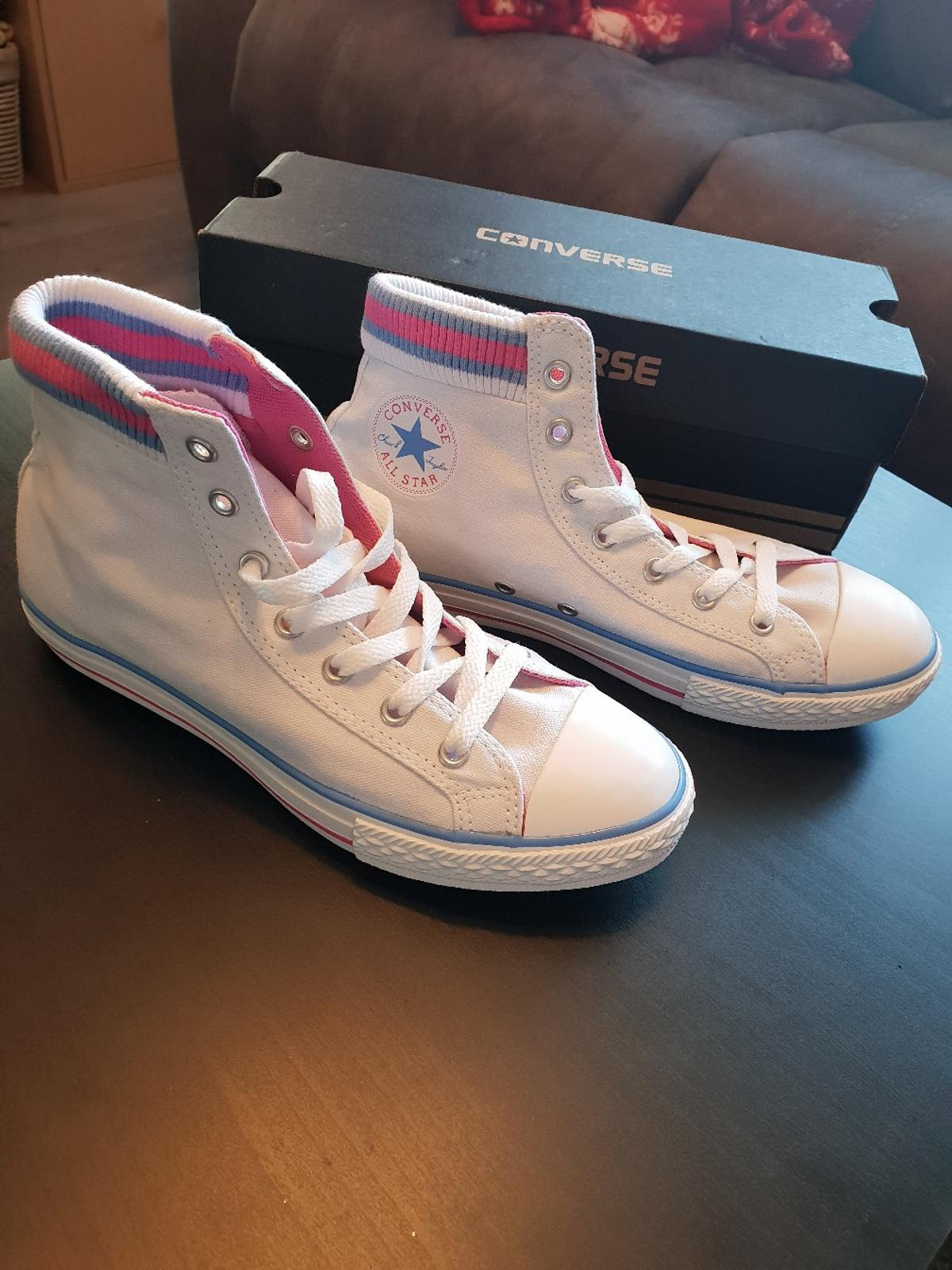 ed931c05817e Junior size 5 converse in Packmoor for £25.00 for sale - Shpock
