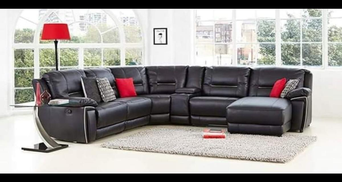 Description This Is A Sleek And Stylish Black Leather Corner Sofa