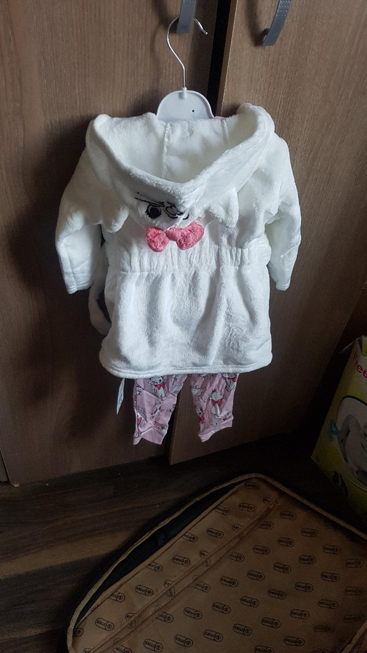 e36aea990 Baby girl pyjamas and dressing gown set in DA14 London for £9.00 for ...
