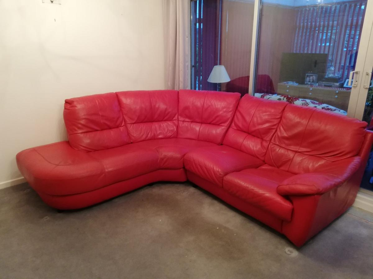 Red Leather Curved Corner Sofa In Dy12 Wyre Forest For