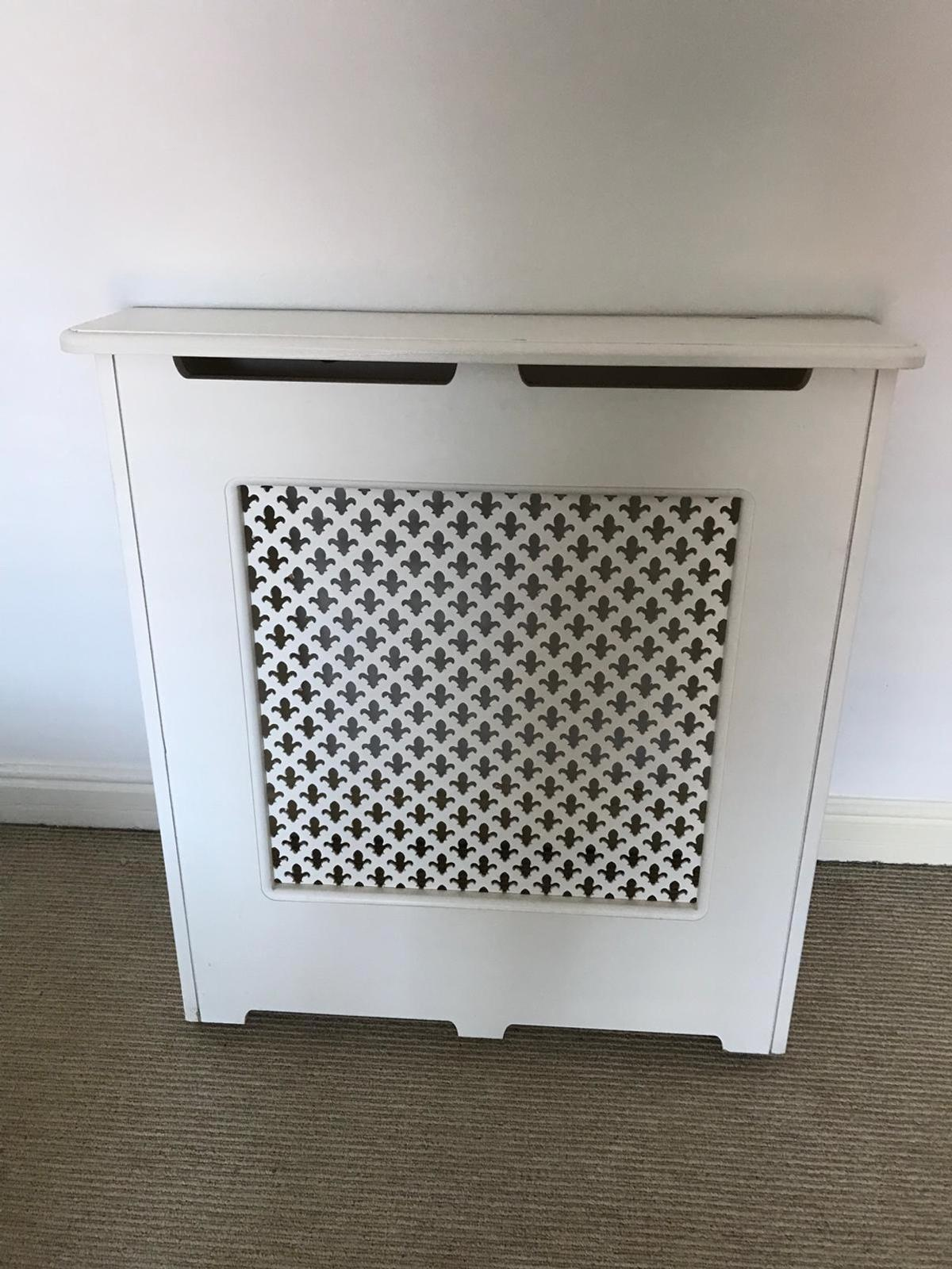 Small Radiator Cover Cambridge Style In M33 Trafford For 20 00 For Sale Shpock