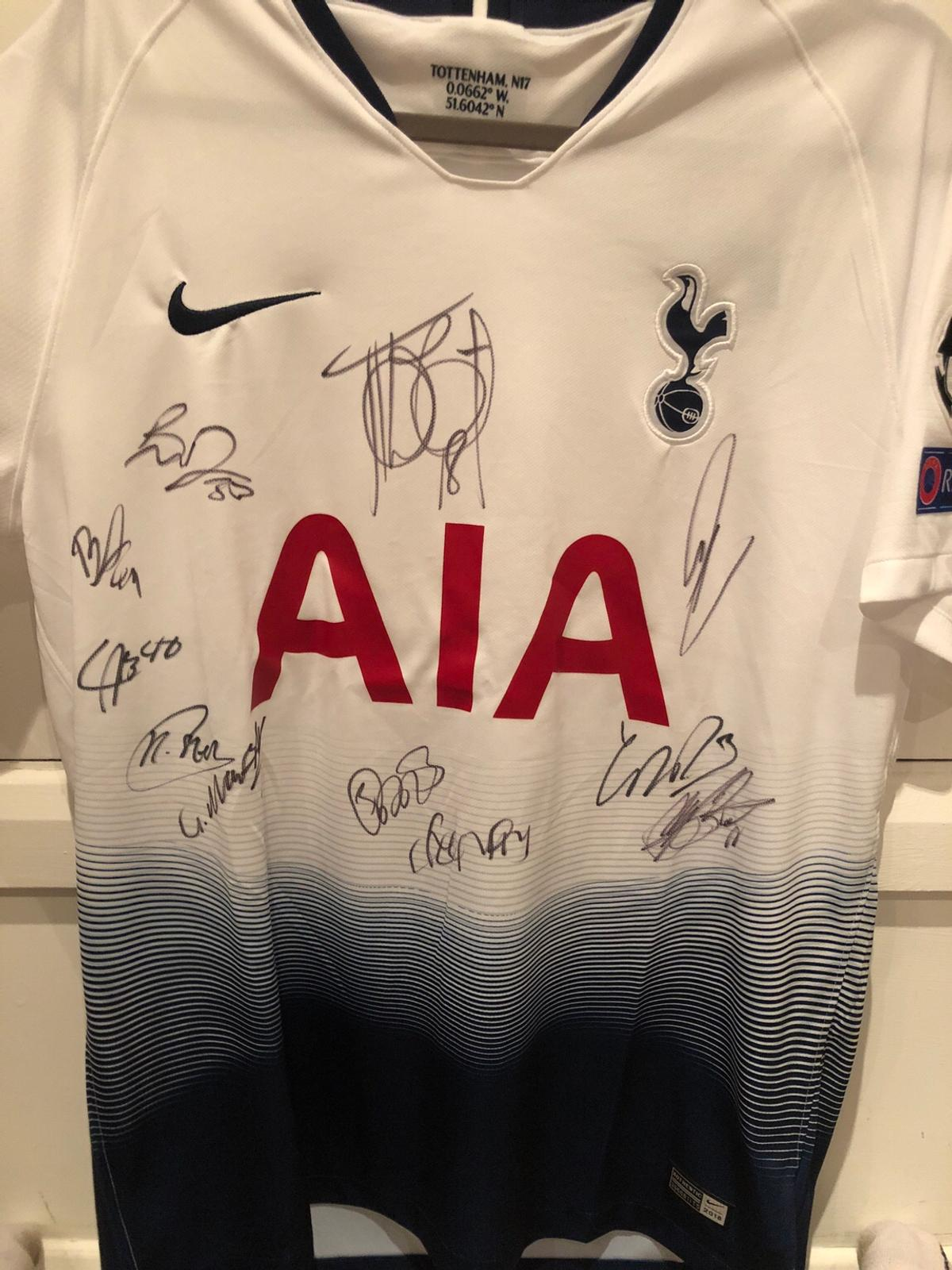 official photos 0f2cf 34d3f Signed 2018/19 Spurs home kit by whole squad