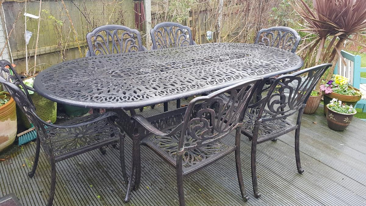 Garden table and 8 chairs - cast iron