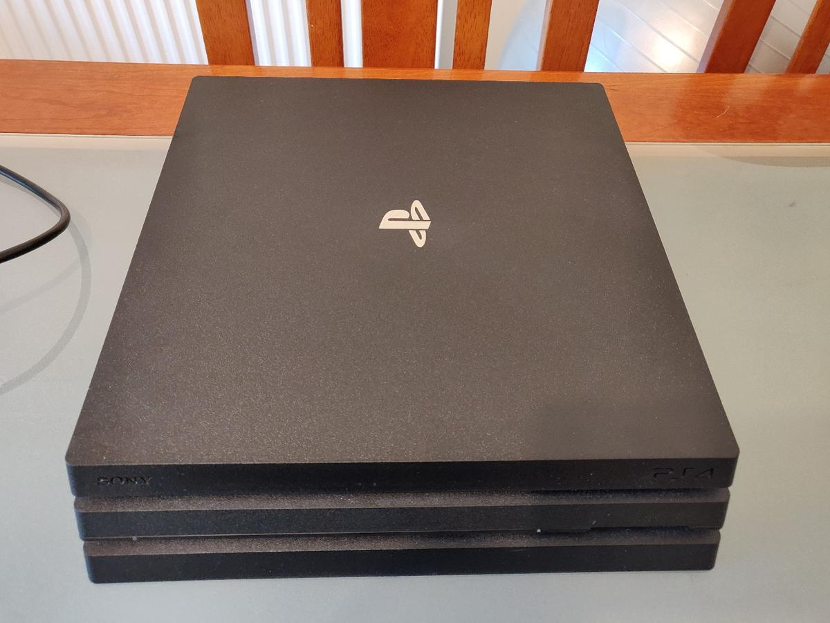 PS4 Pro 1TB - Playstation 4 Pro (Barely Used)