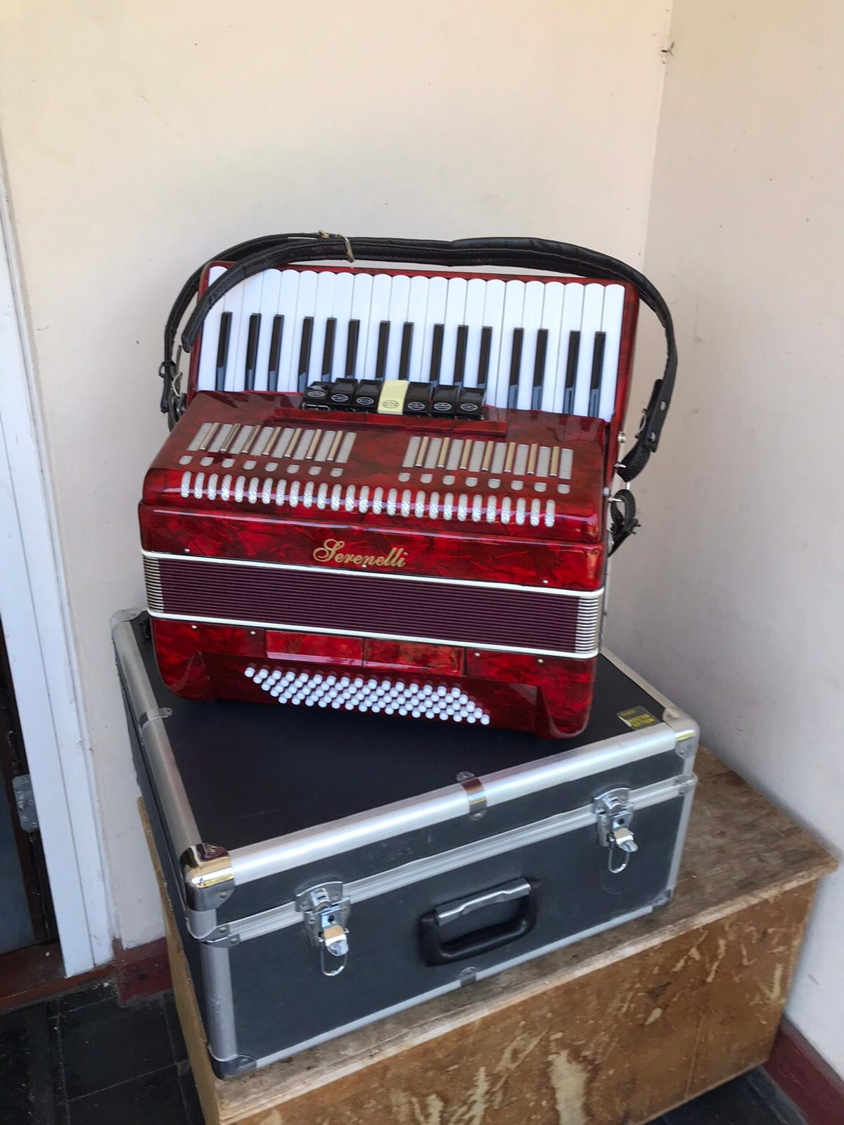 80 bass Serenelli Accordion in E9 London for £250 00 for