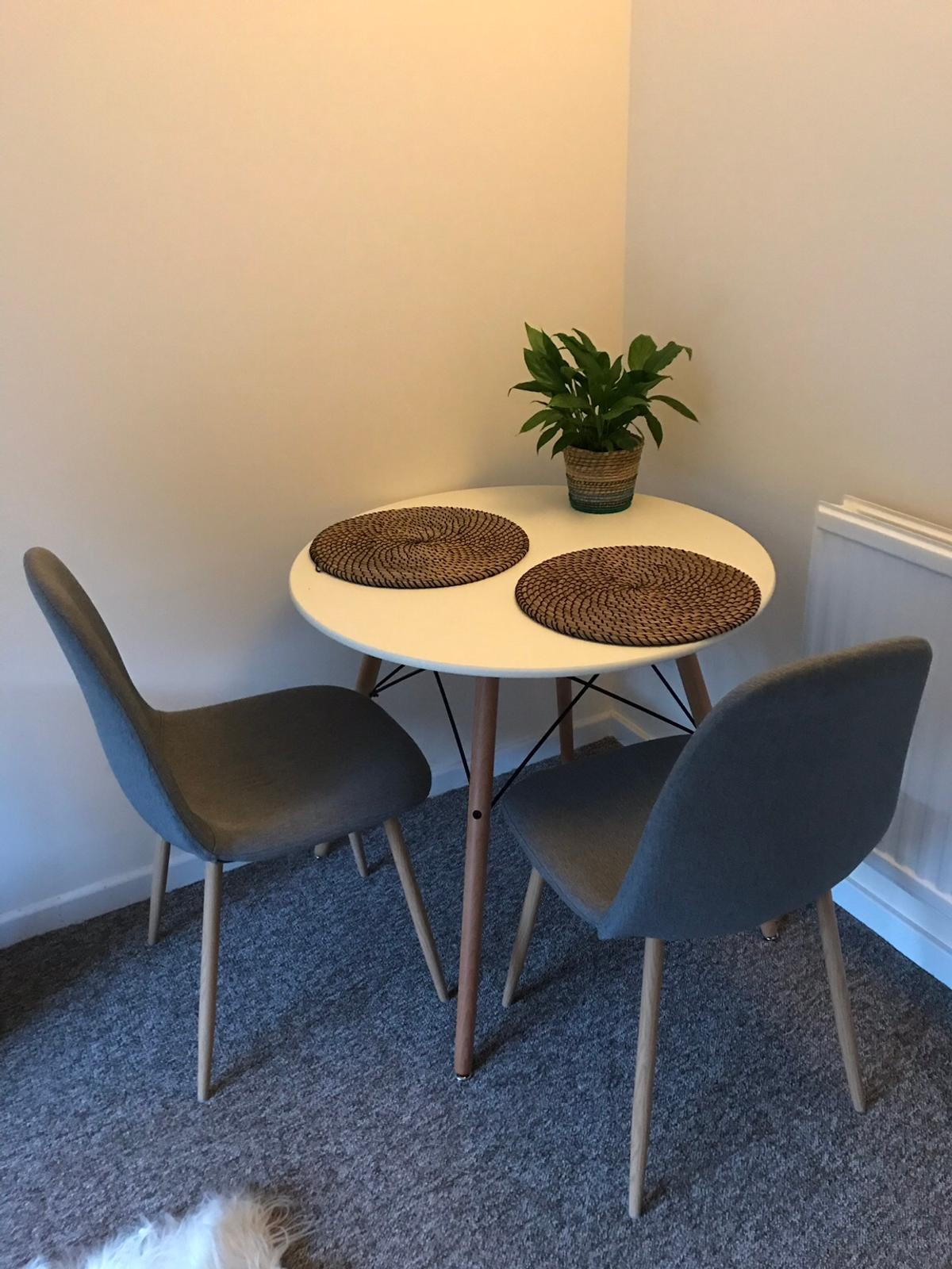 Round Dining Table And 2 Chairs In Sg5