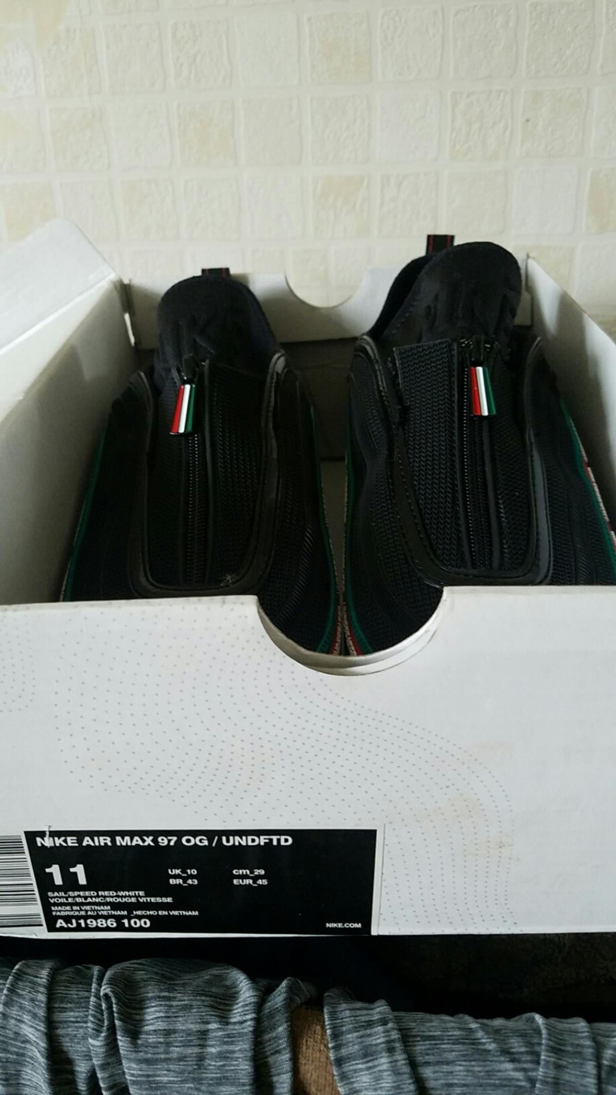 air max replicas size 10 undefeated.