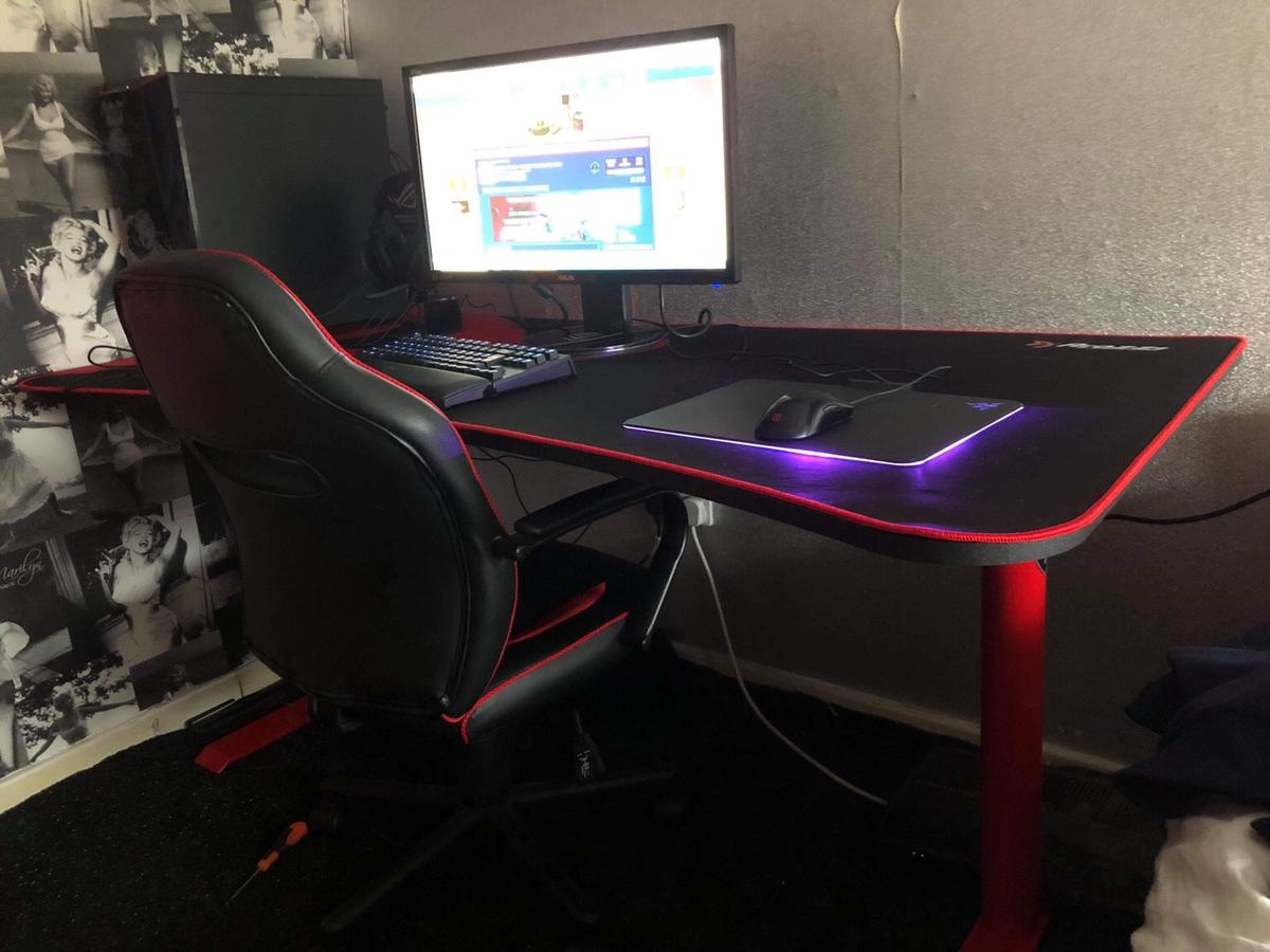 Arozzi Arena Gaming Desk - Red in B36 Solihull for £120.00 for sale | Shpock