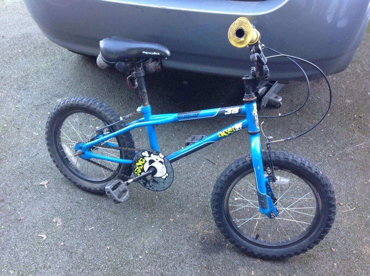 Apollo ace 38 kids bike from Halfords in CR3 Tandridge for £3 00 for
