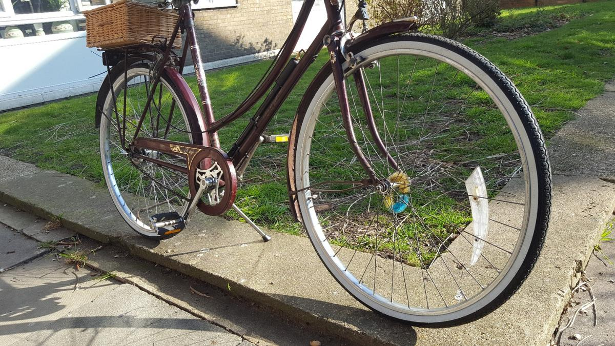 Raleigh CAMEO REFURBISHED vintage Retro Bike in W12 Fulham