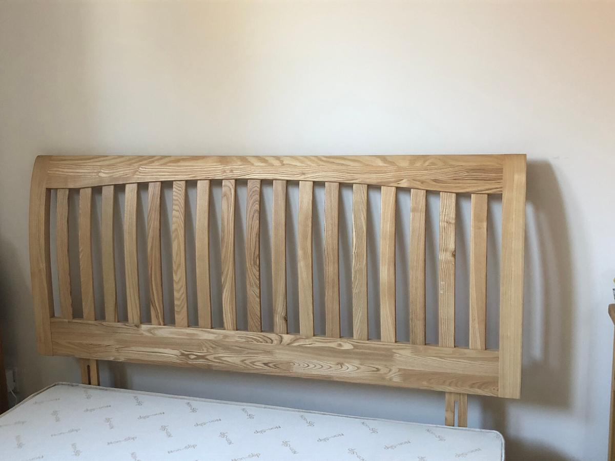 Wooden Headboard In Tw9 London For 70 00 For Sale Shpock