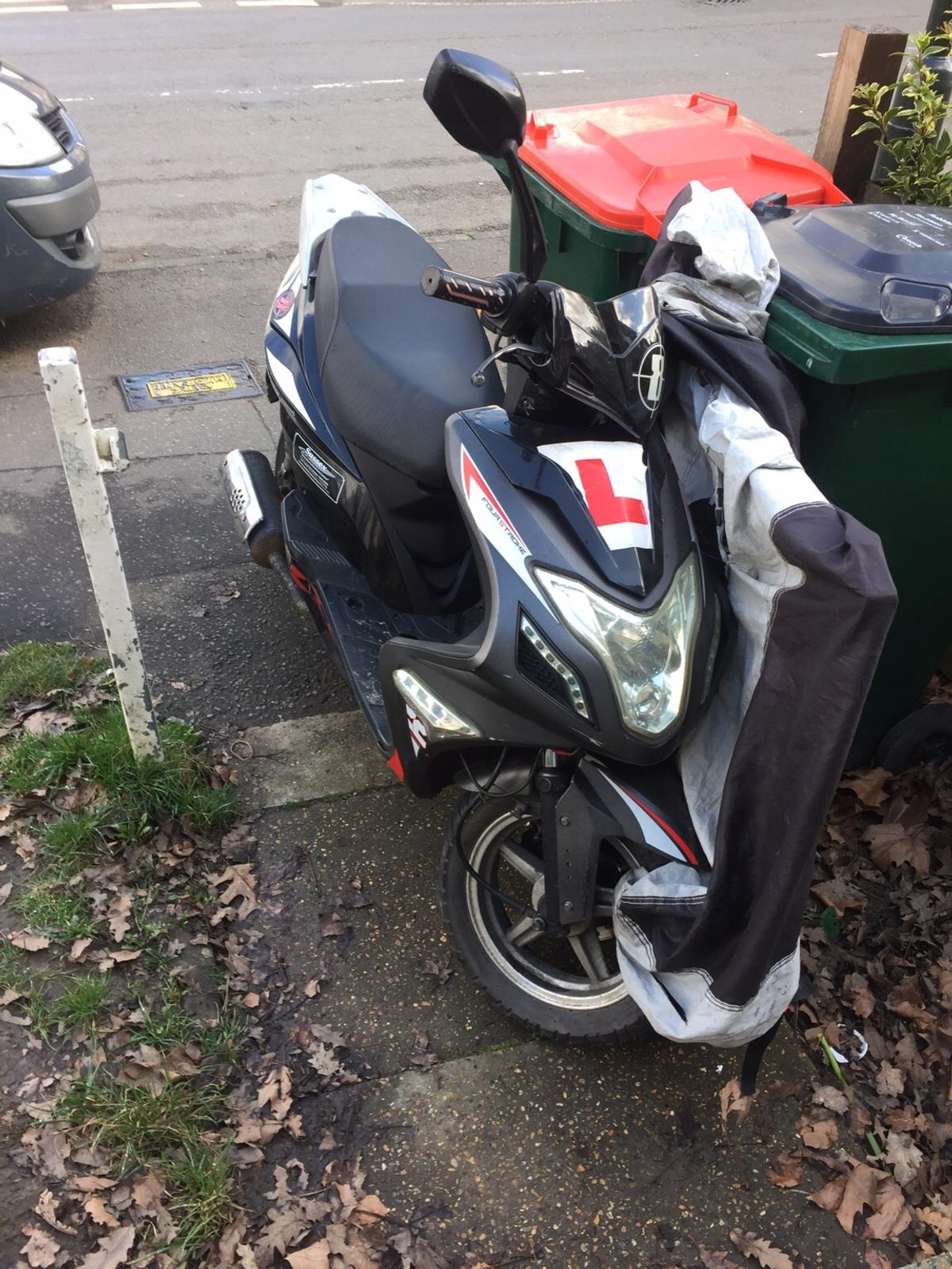 Znen 125 moped