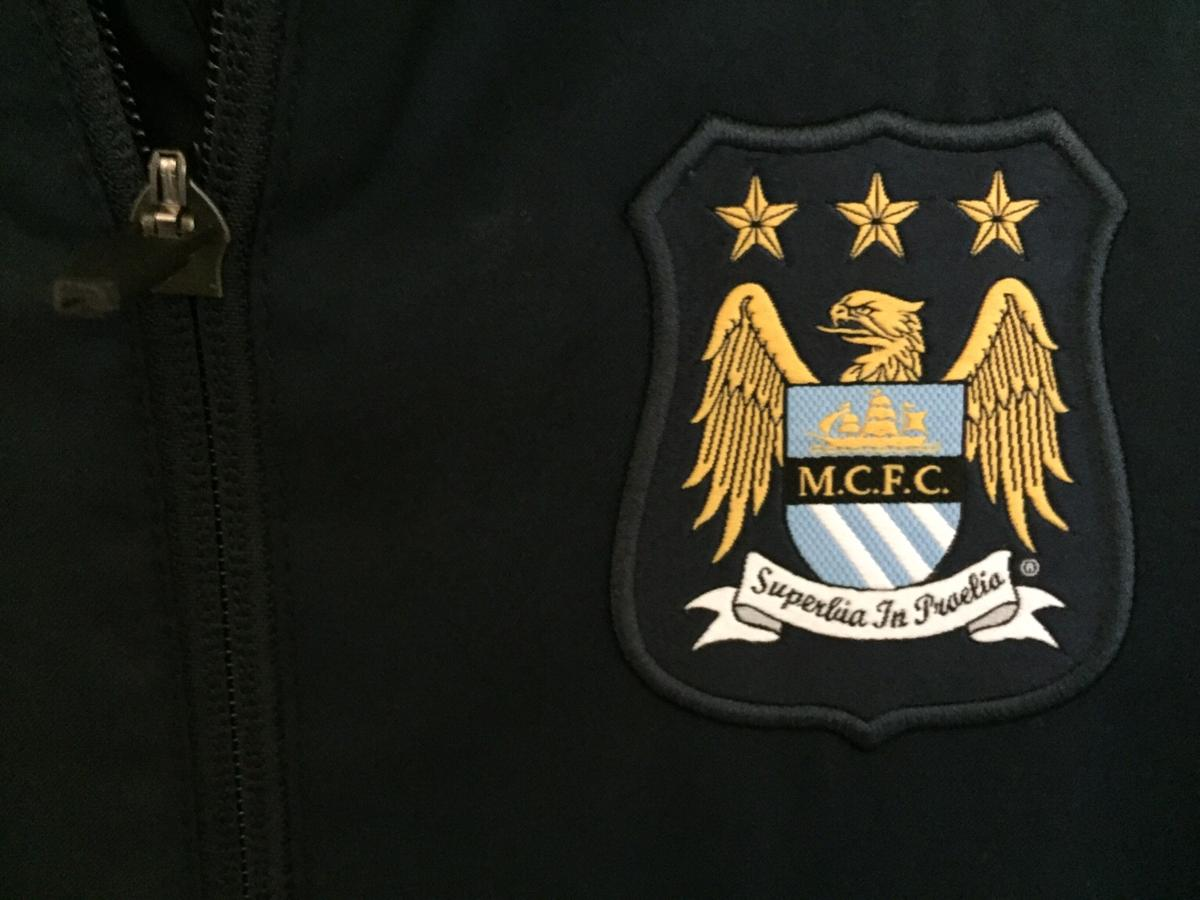 Boys small junior Manchester City tracksuit Age 8-10 Excellent condition