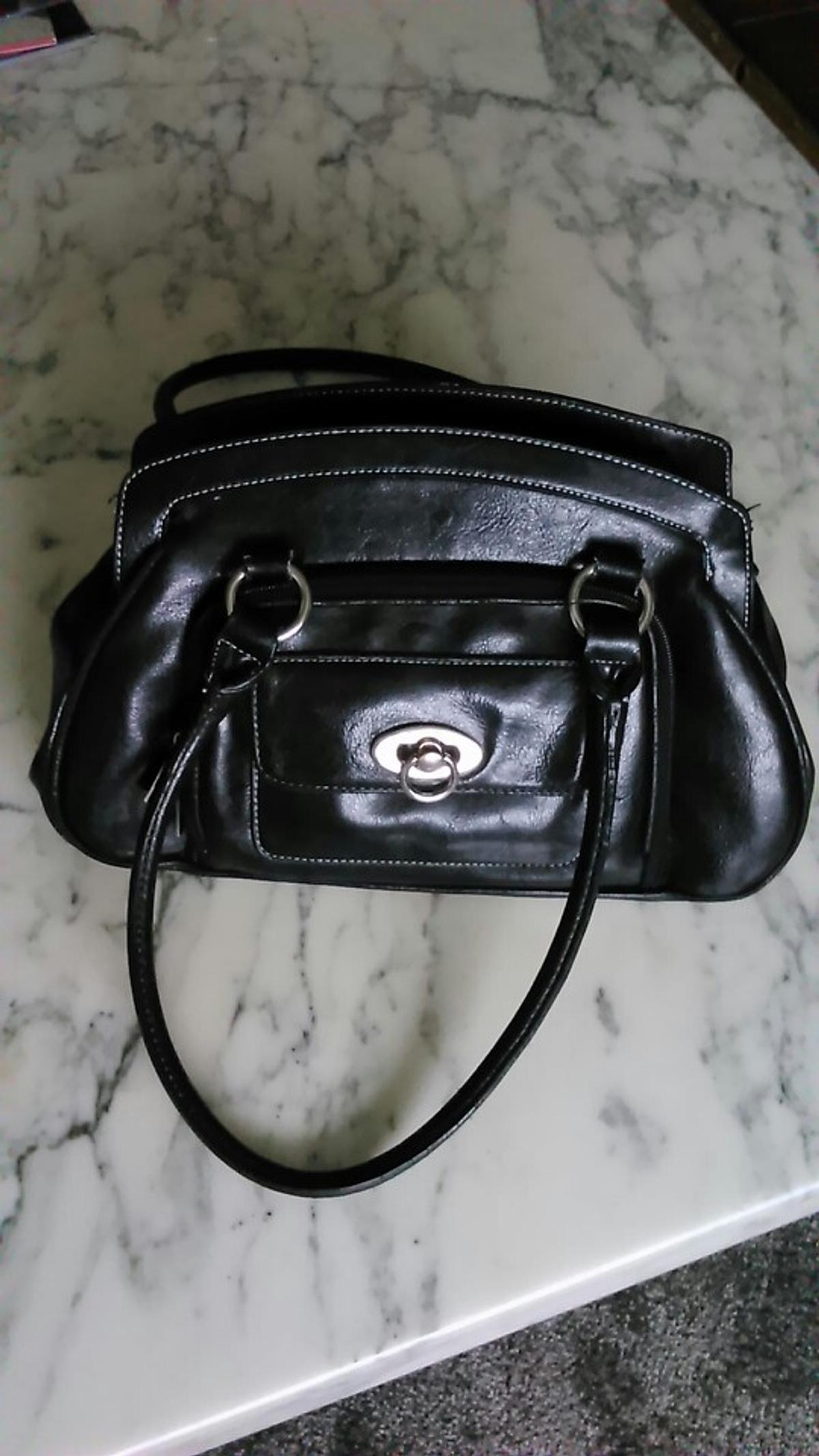 black hand bag good condition