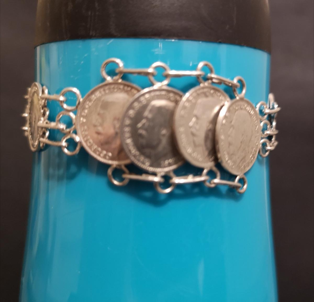 antique / vintage Sterling Silver Love Token Bracelet Beautiful antique/vintage hand made love token bracelet made from genuine antique solid sterling silver 3d(pence) coins Bracelet and All coins date from between 1911 and 1919 and all bar links and rings are sterling silver bracelet has heavy strong sterling silver Albert clasp and safety chain Bracelet is in fantastic condition, item measures 7.5 inches in length and weighs 22.59grms Please see pictures £65 O. B. O