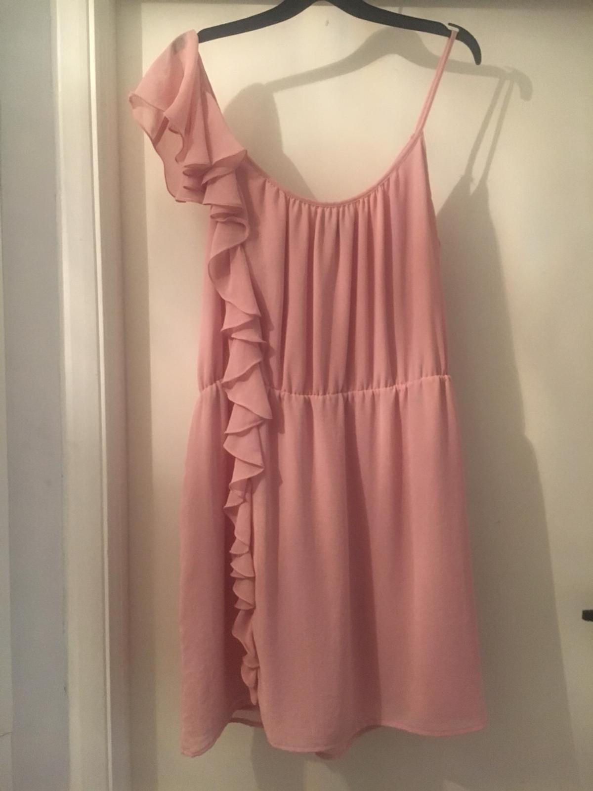 Very pretty dress from topshop Worn once to a wedding Very flattering  Pick up Coulsdon Please take a look at my other items