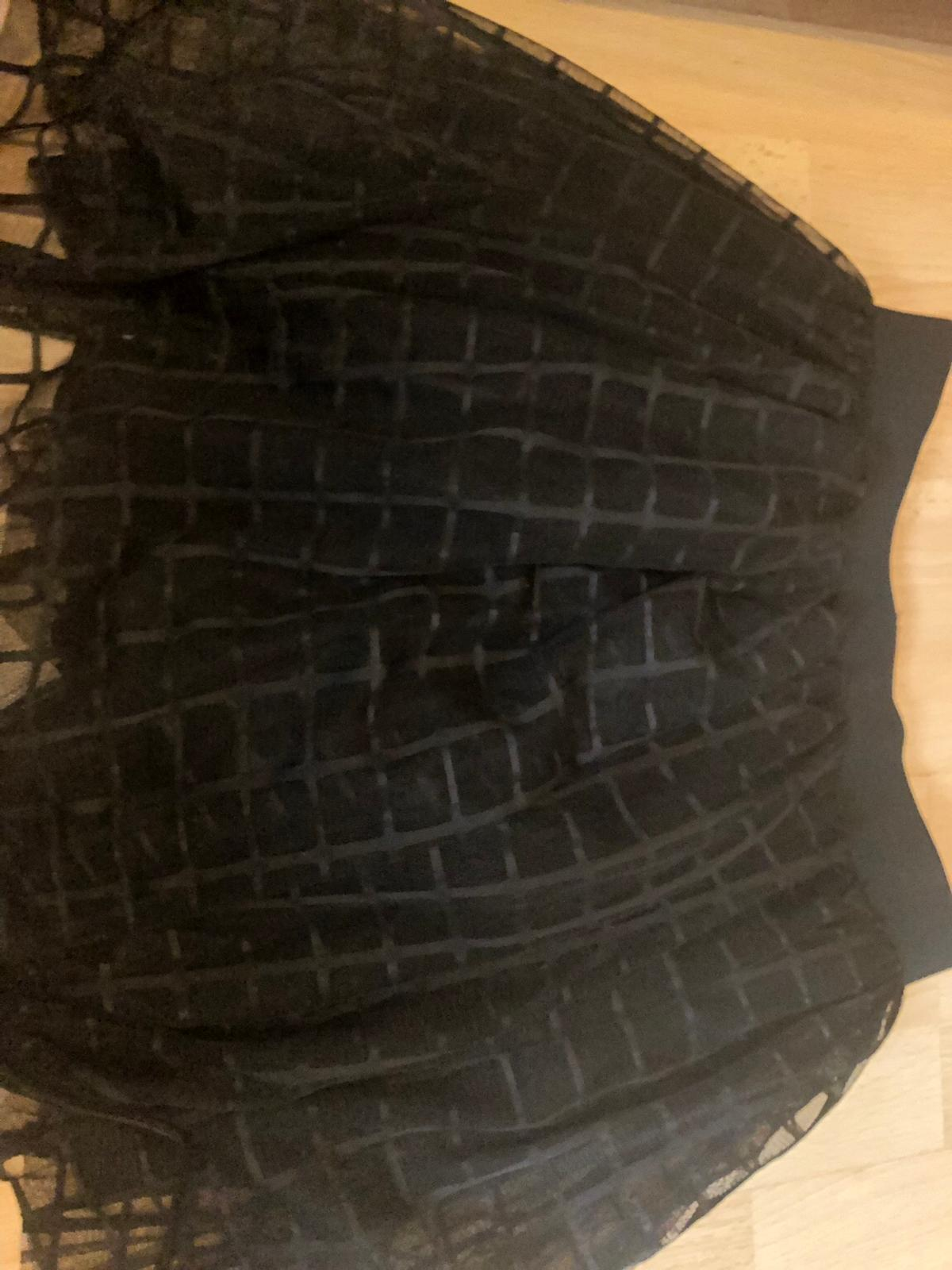 - UK size 12, Euro 40, US 8. - Puffy boohoo skirt - Never been worn - Delivery not included