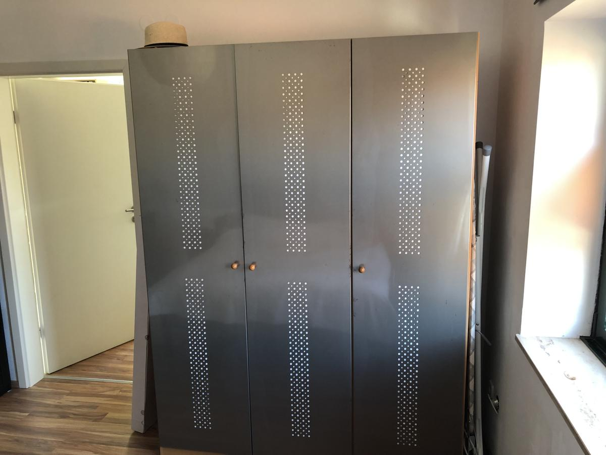 Kleiderschrank Mit Metallturen In 90522 Oberasbach For 60 00 For