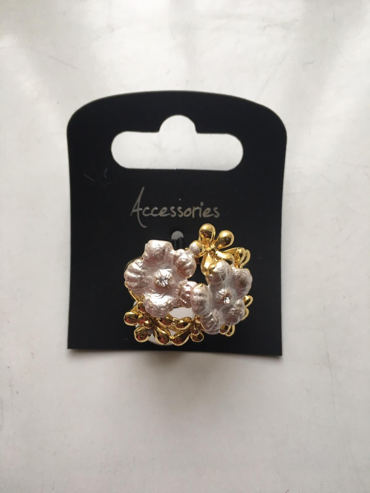 Beautiful floral ring perfect for anything just £2