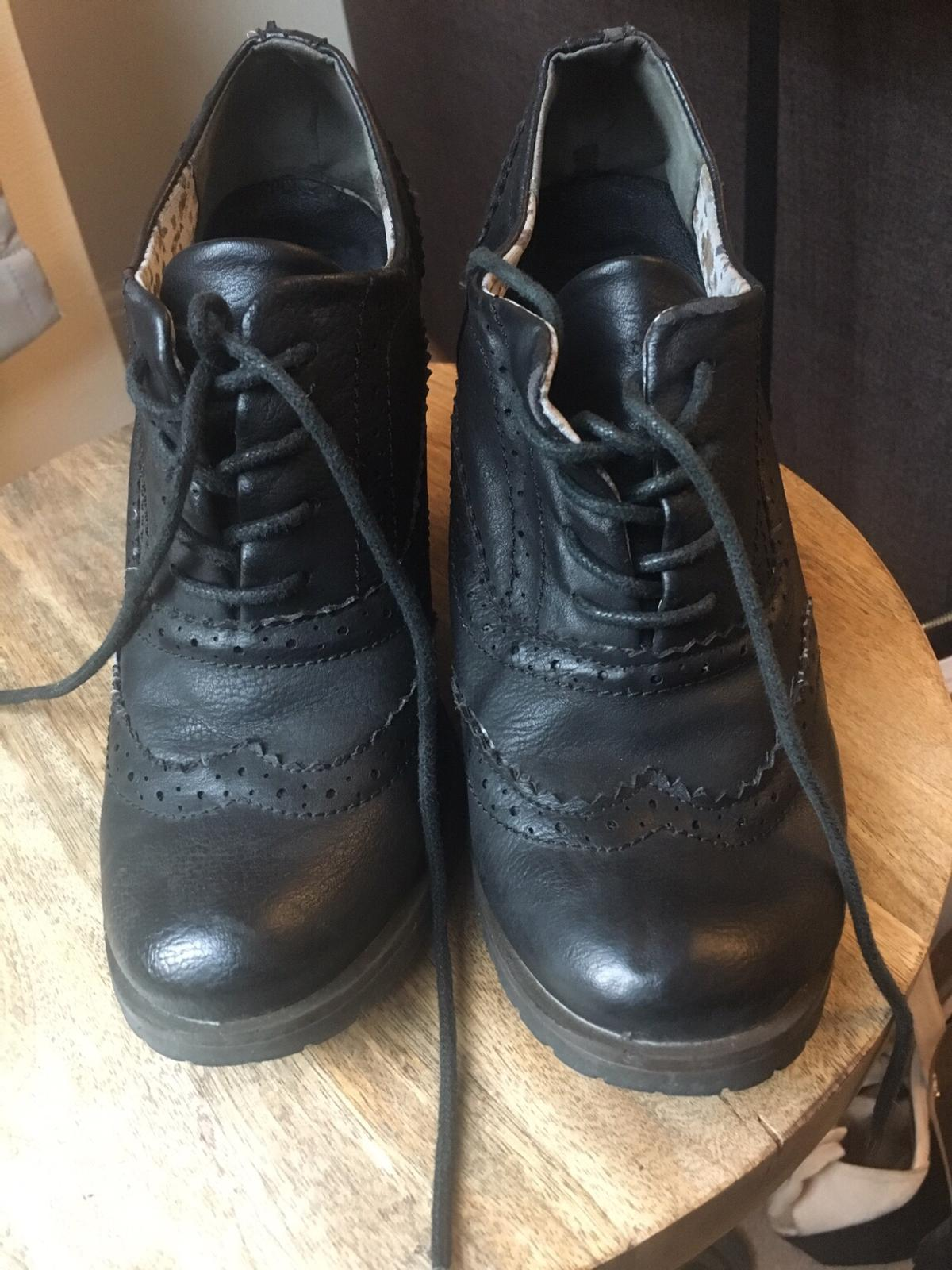 Worn about twice for work. Really comfy leather shoes, perfect for the office. Size 4.