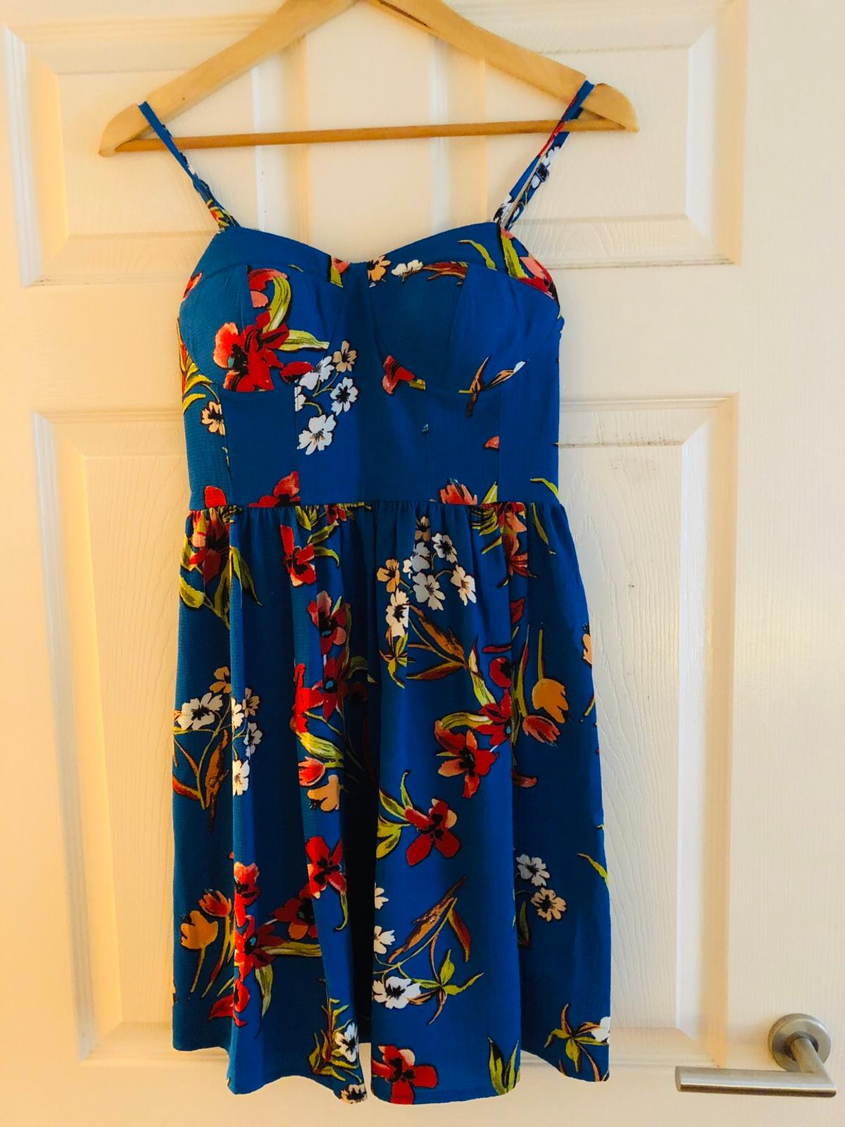 A beautiful summer dress from New Look. It's a size 8. I've worn it once on holiday and is in a nearly new condition. Selling as it no longer fits. Collection only. P&P at additional cost.