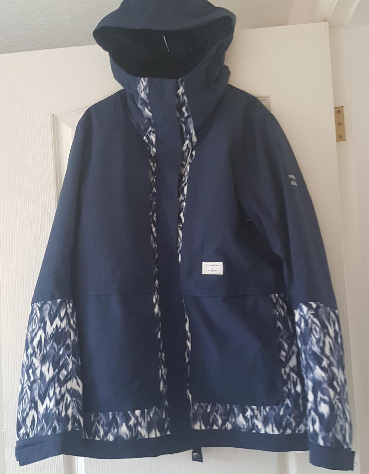 billabong ladies ski jacket . high tog for minimum weight but maximum warmth. Worn once. perfect condition