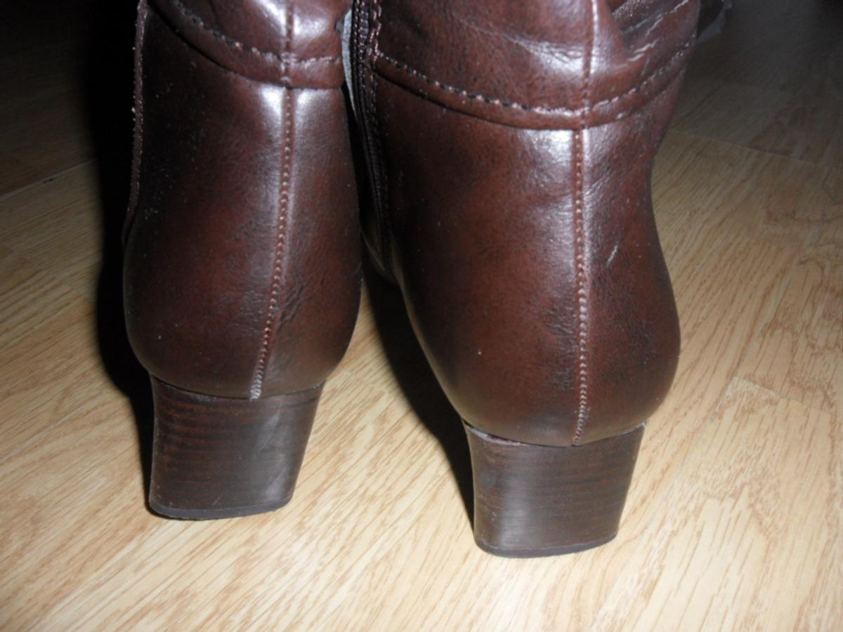 Ladies knee high boots, brown, size 5, hardly worn