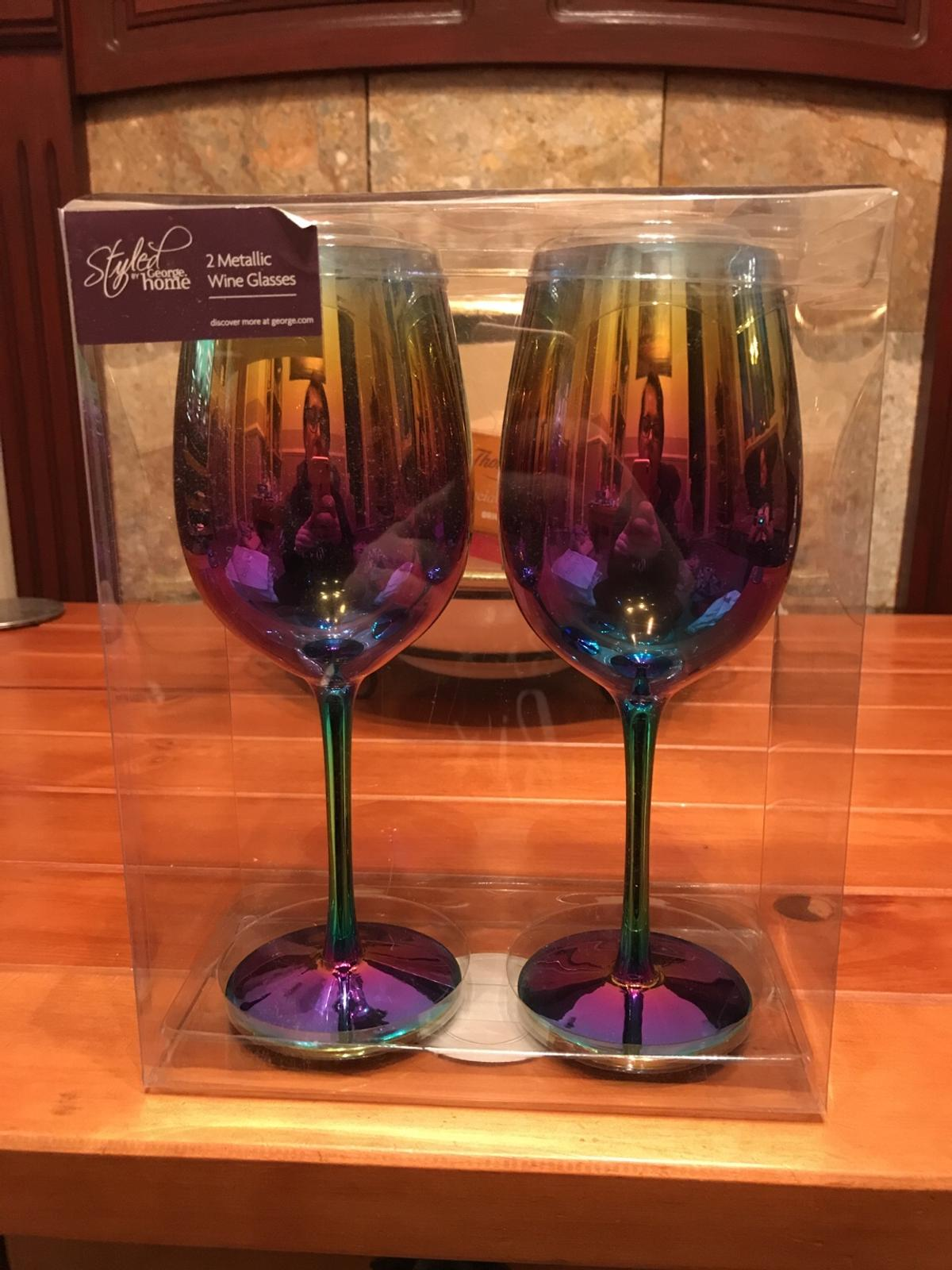 2 metallic wine glasses. Never been used. Collection only