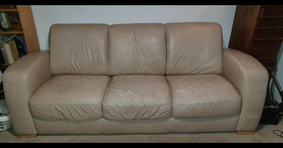 Picture of: Cream Leather 3 Seater Sofa Natuzzi In M25 Prestwich For 50 00 For Sale Shpock