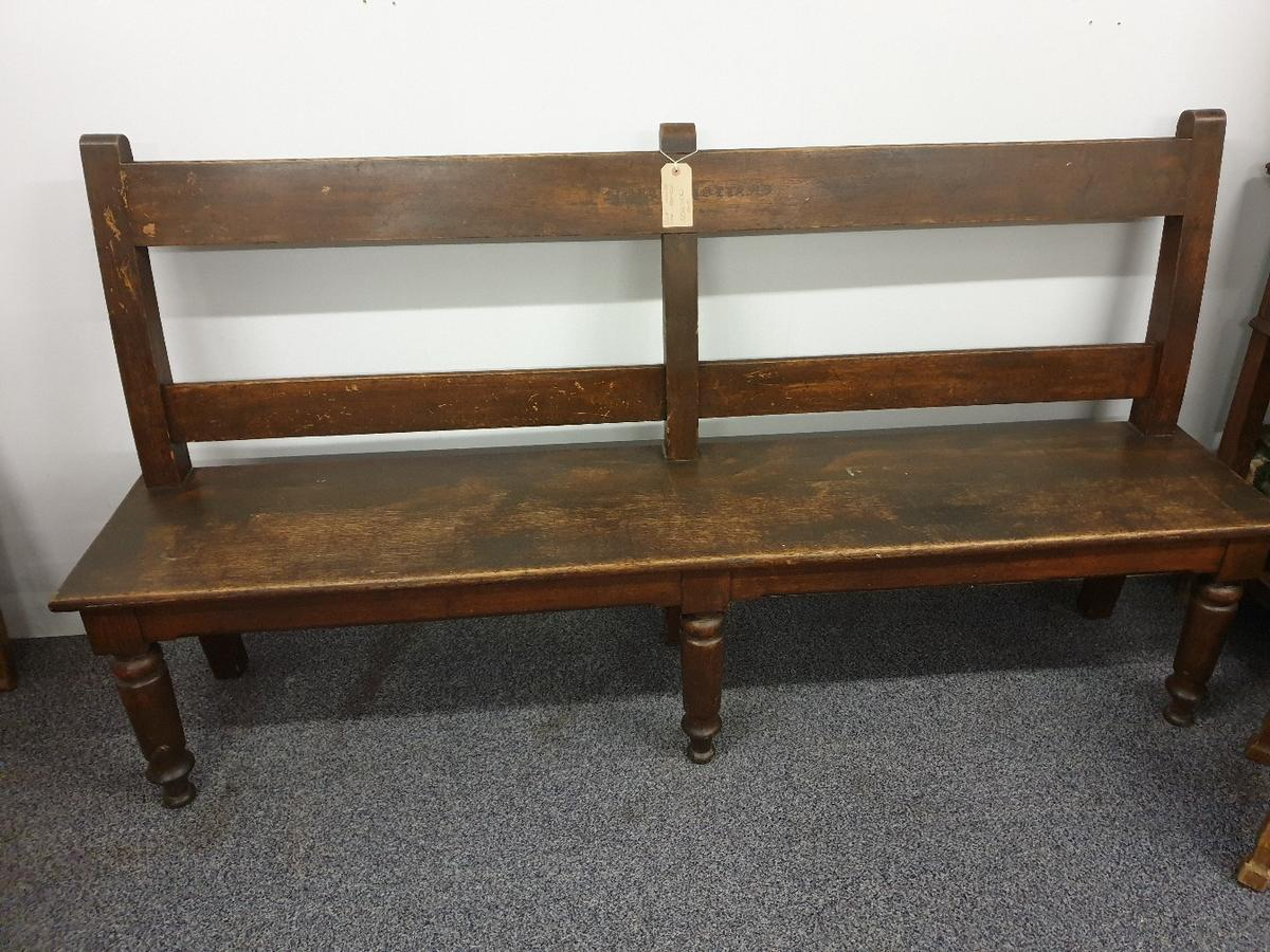 great condition came from a court house in north Holland only a few left in the country the rest are in Japan. north Holland in the middle some names lightly scratched into the wood as they wait for their court hearing. brilliant piece to add to any hallway collection only or local delivery available