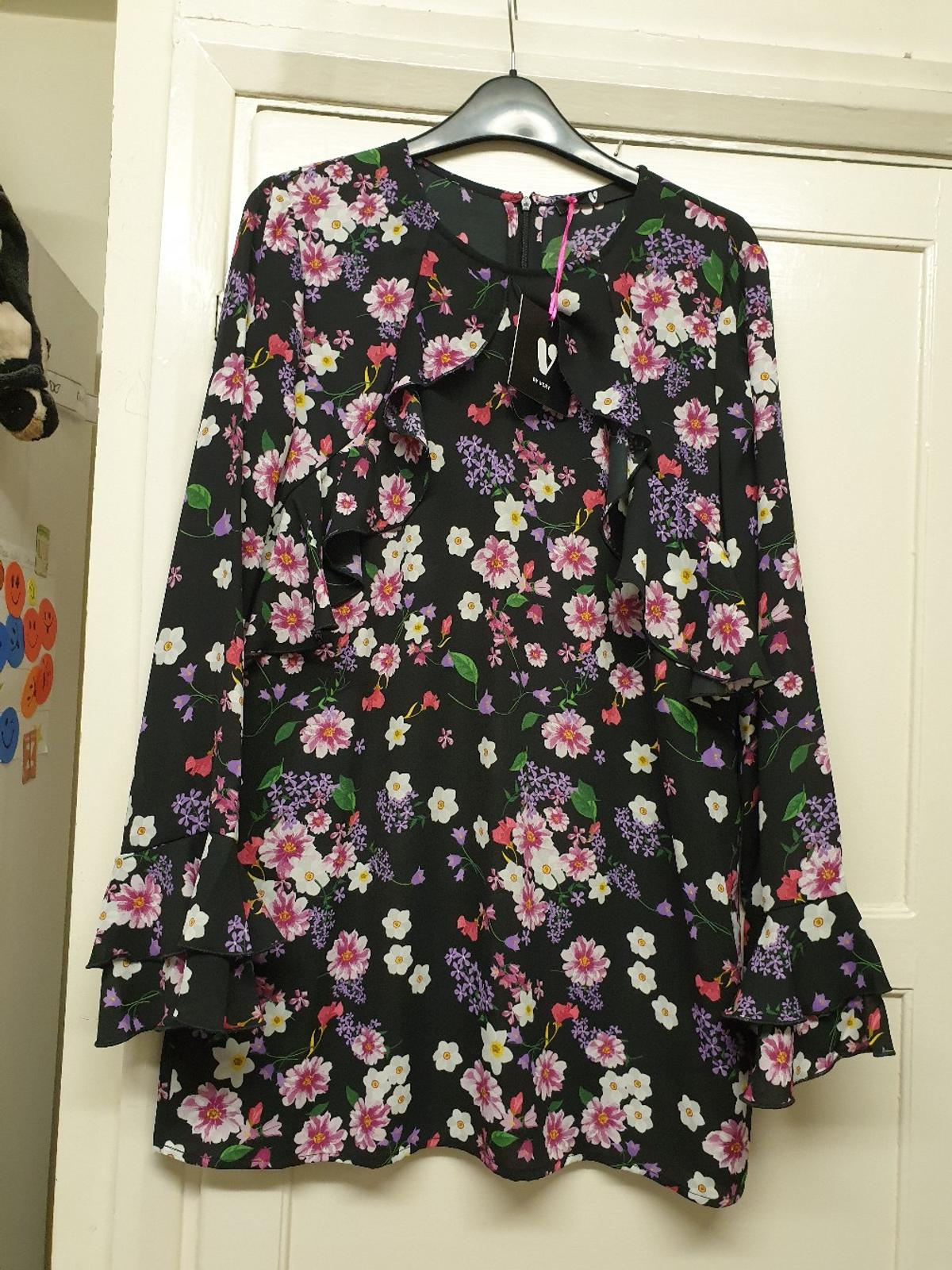 NWT ladies V by Very floral tunic top with frill detail to the neck/bust area and sleeves, also has a zip up back x  Collection from Wanstead, 2mins from the central line, also happy to post for additional £2.95 x  Any questions pls ask x also check out my other items as having a massive clear out x