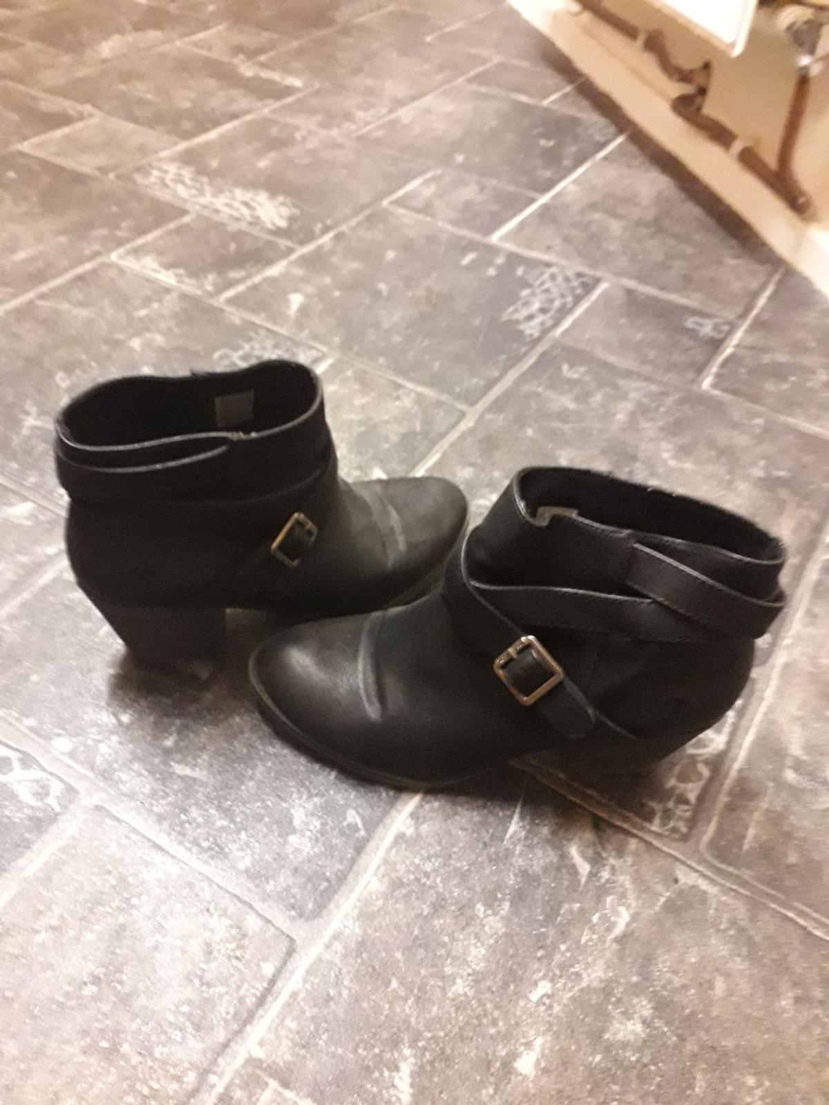 Black leather cuban heel boots. Good condition. Heel height: 3.5. Sole: Rubber. Very comfortable.