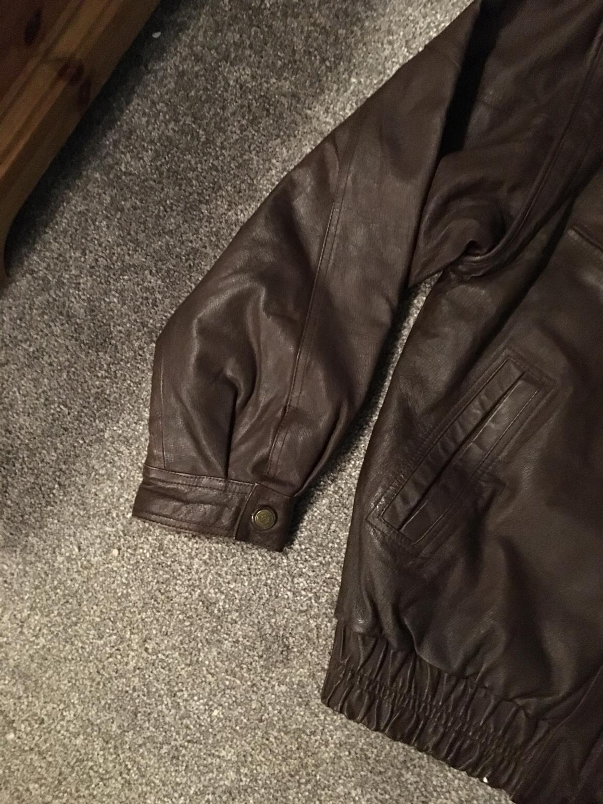 Large men's leather Jacket as detachable sleeves in brilliant condition viewing welcome