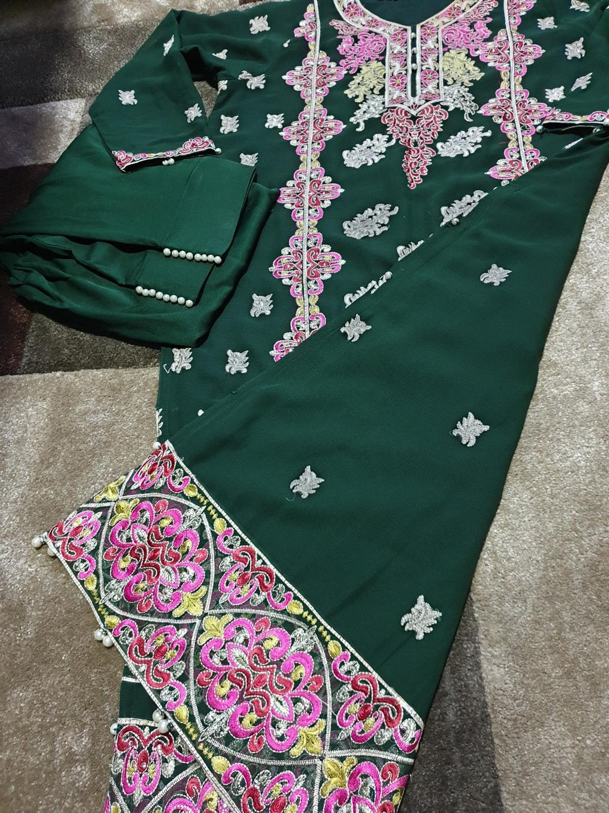 stunning chiffon shalwar kameez with heavy embroidery and bead detail  size L/XL  only used once immaculate condition  Length 47 Bust 22 Sleeves 21  BOTTLE GREEN COLOUR  2PC  NO OFFERS £13