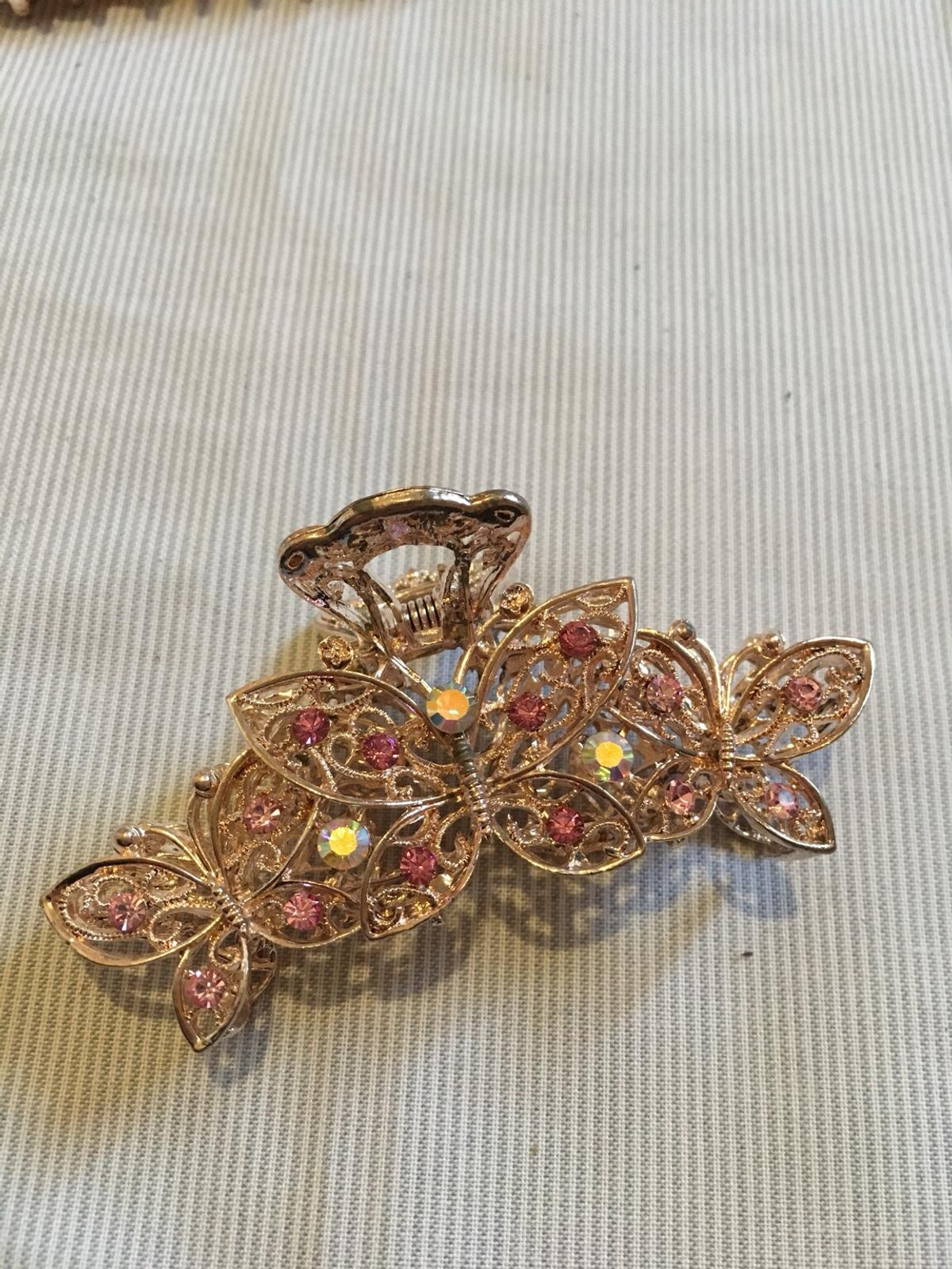 Brand new  Stunning stylish hair clips  Each hair clips is for £4 If you have any question please ask  Thanks