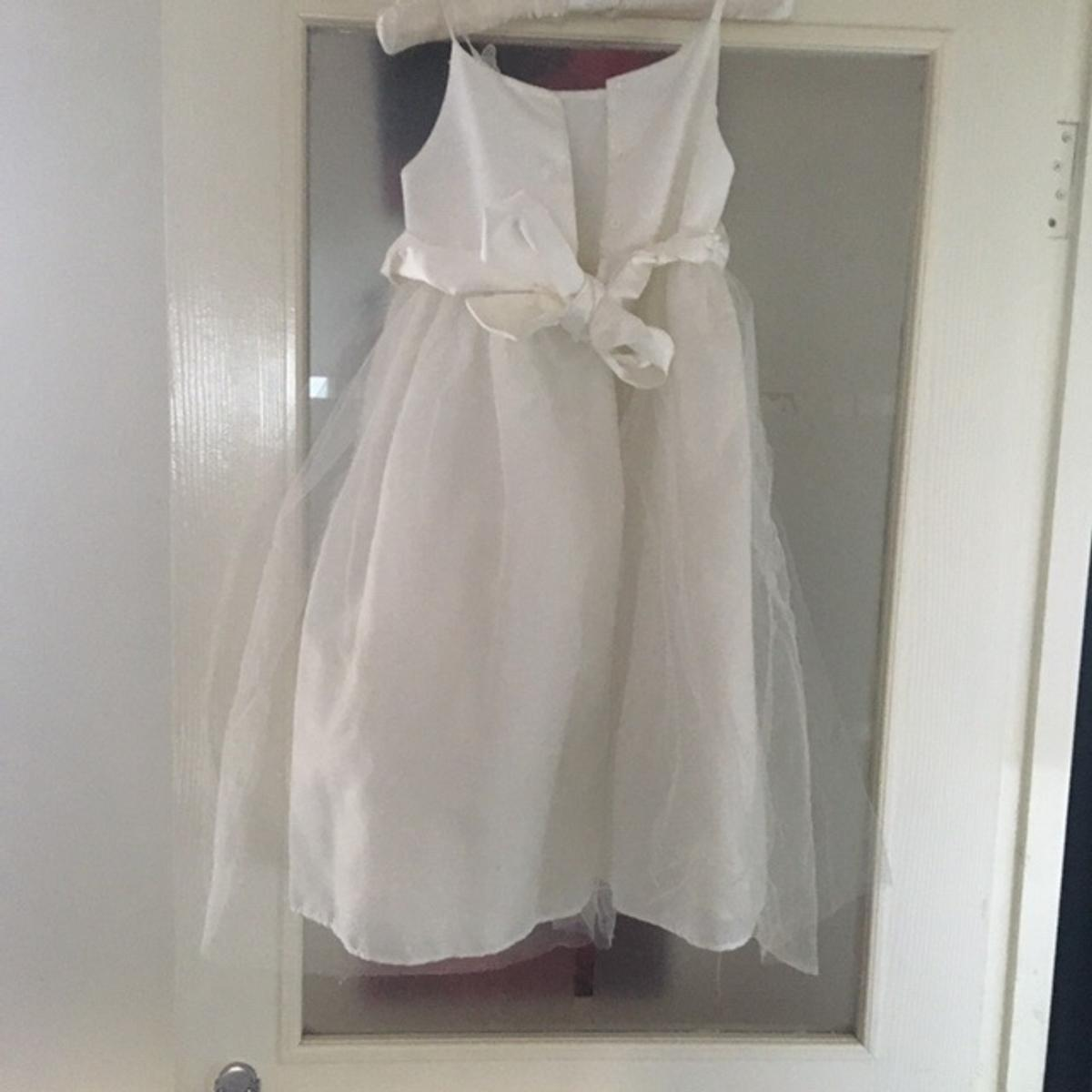 2x dresses aged 6 and 7 years. Really good condition and really pretty. Only worn once. Welcome to view before buying. £30 each or both for £50