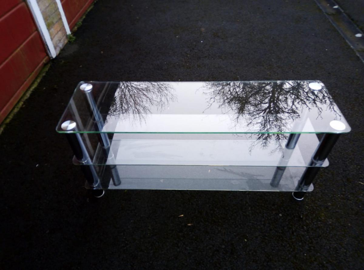 Glass TV unit in good condition No. Time wasters