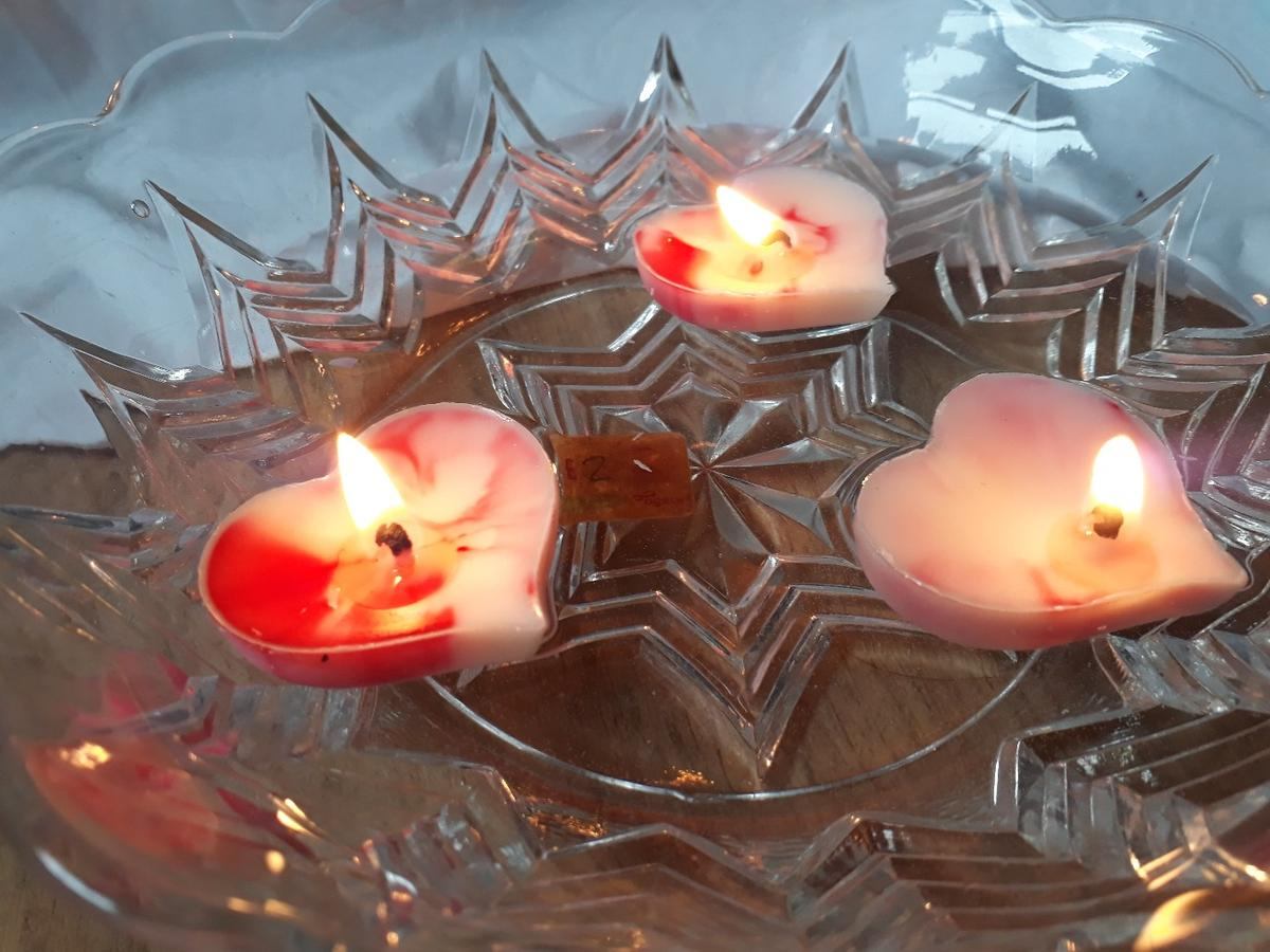 Heart floating candles are handmade with love and made with Natural soya wax which is cleaner burning so it has less soot and it lasts longer has a better scent throw. perfect for candle light dinners or decoration.