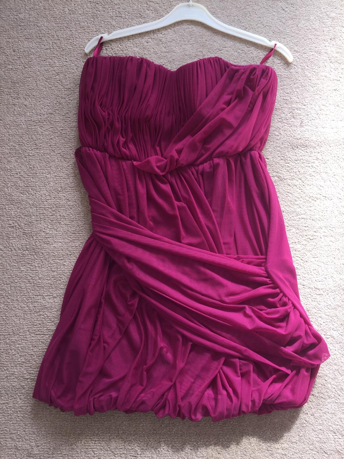 This is a lovely dress and comes from a smoke free home