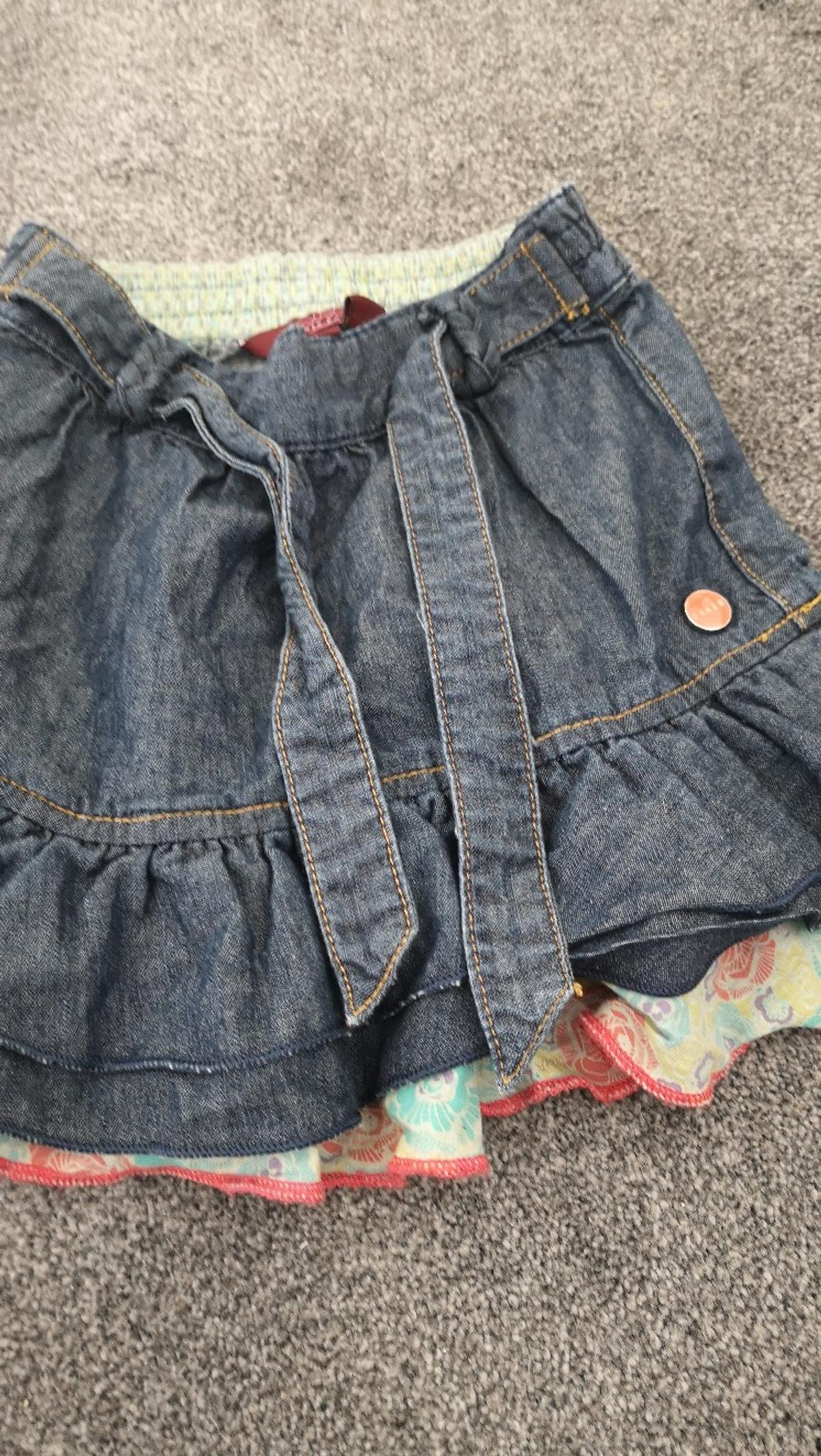 skirt immaculate 4-5 yrs