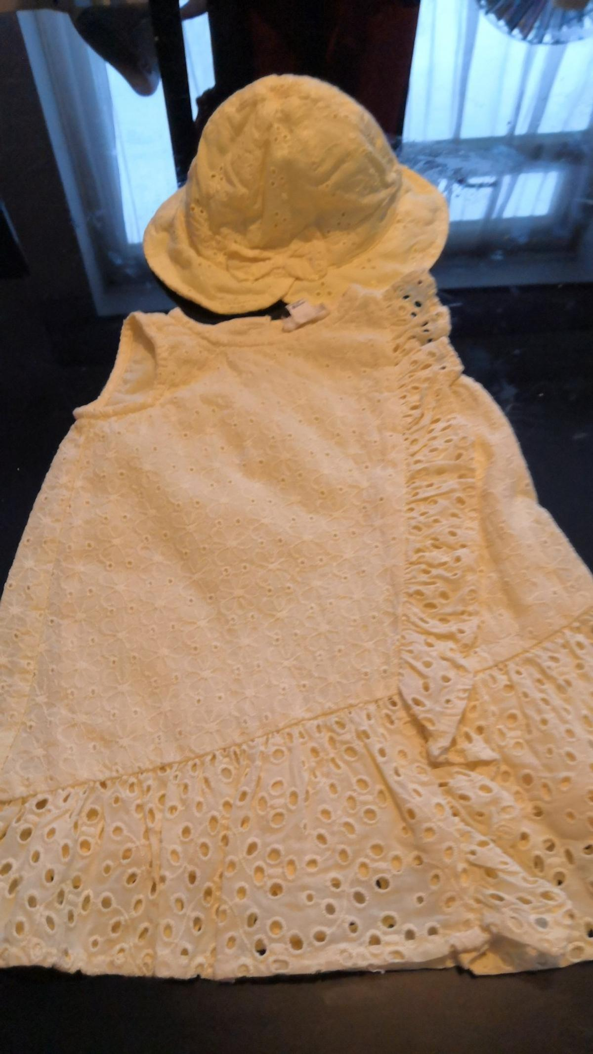 Hi all I am selling this beautiful babies summer dress and hat size 0-3 months. In a beautiful yellow. The dress is from river island. The hat is from George. Only been worn a few times. In great condition. Please take a look at all my other baby items i have for sale. I am happy to post for additional cost. Many thanks x
