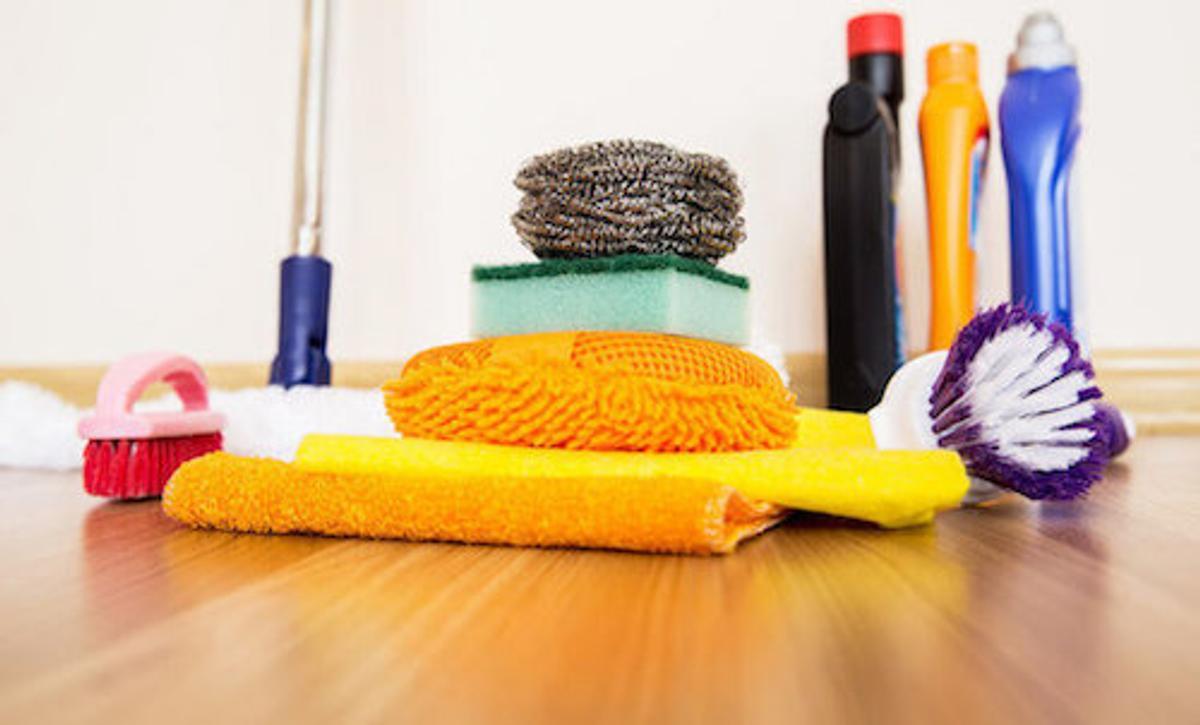 im a 30 year old female iv been doing cleaning now for 5 years as i love cleaning i do all types of cleaning if you want prices and more info please fill free to message me starts from 10 per hour
