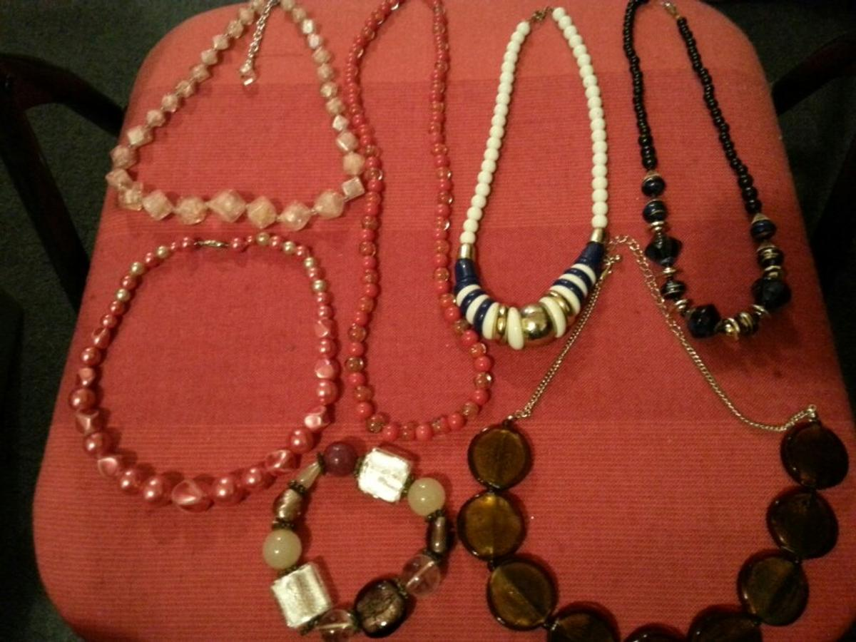 24 peices of costume jewellery, good condition and bits for all occasions