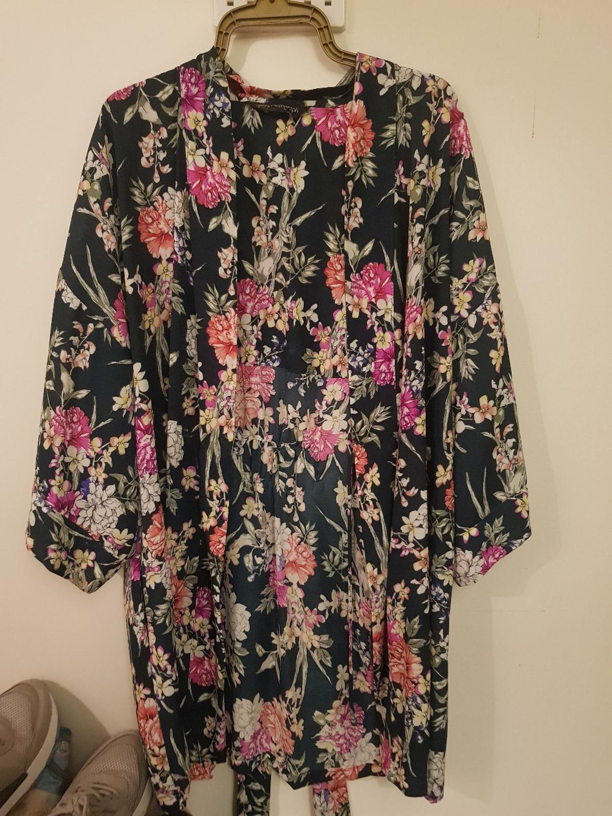 perfect condition really beautiful would fit size 6-14