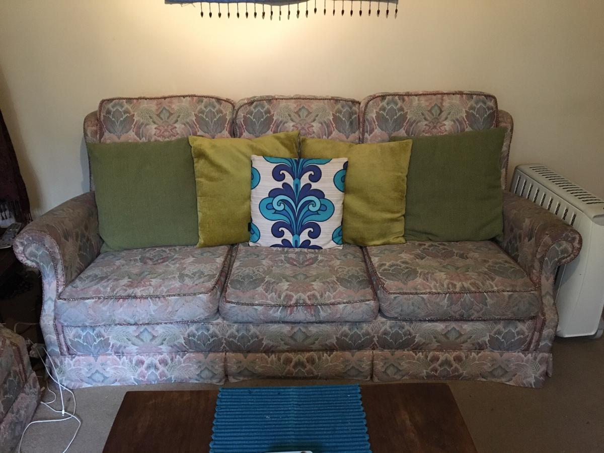 Awesome Free Sofa Set In Gu21 Woking For Free For Sale Shpock Evergreenethics Interior Chair Design Evergreenethicsorg