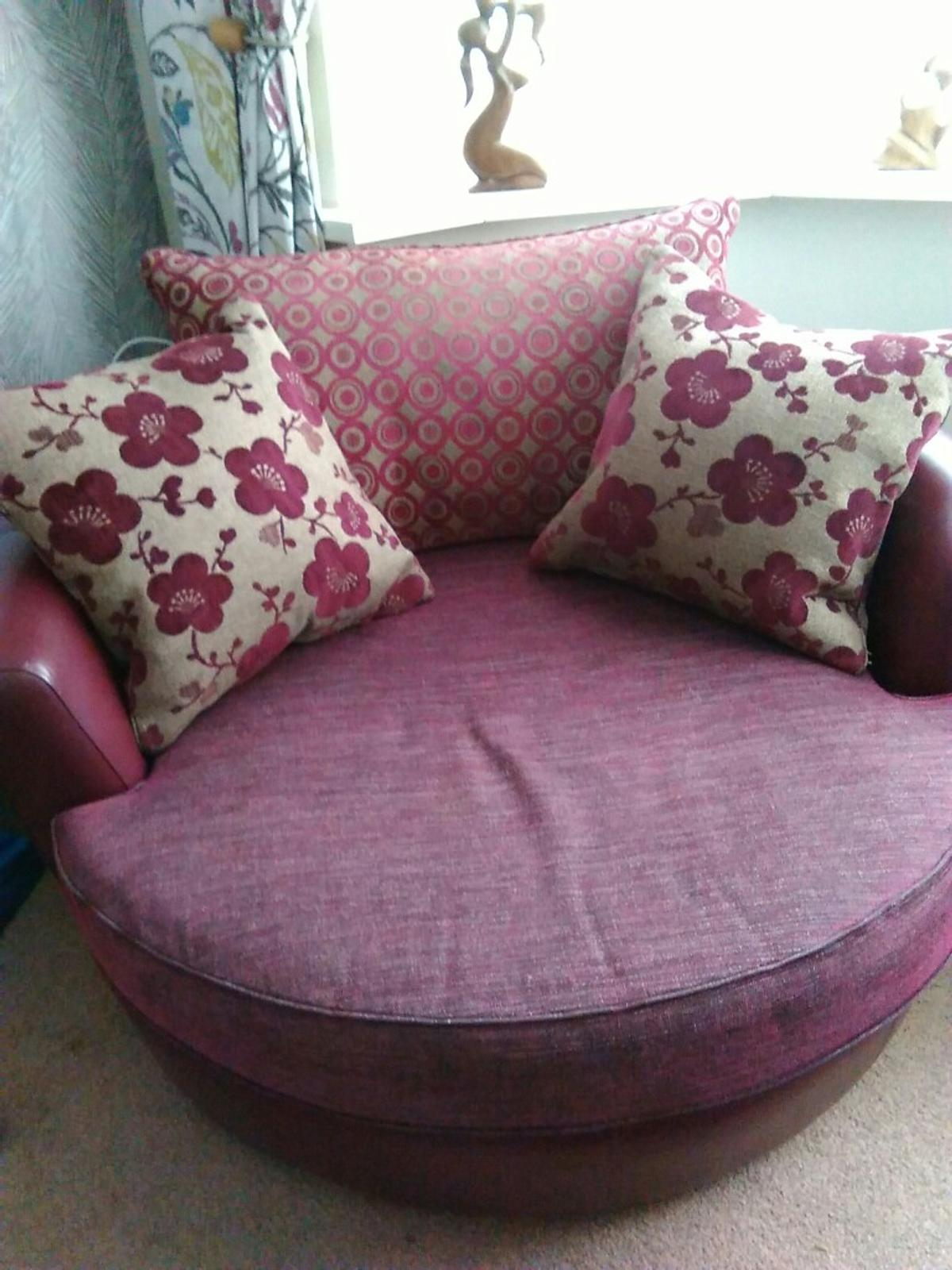 Admirable Wine Leather And Cloth Suite In Wolverhampton For 295 00 Gamerscity Chair Design For Home Gamerscityorg