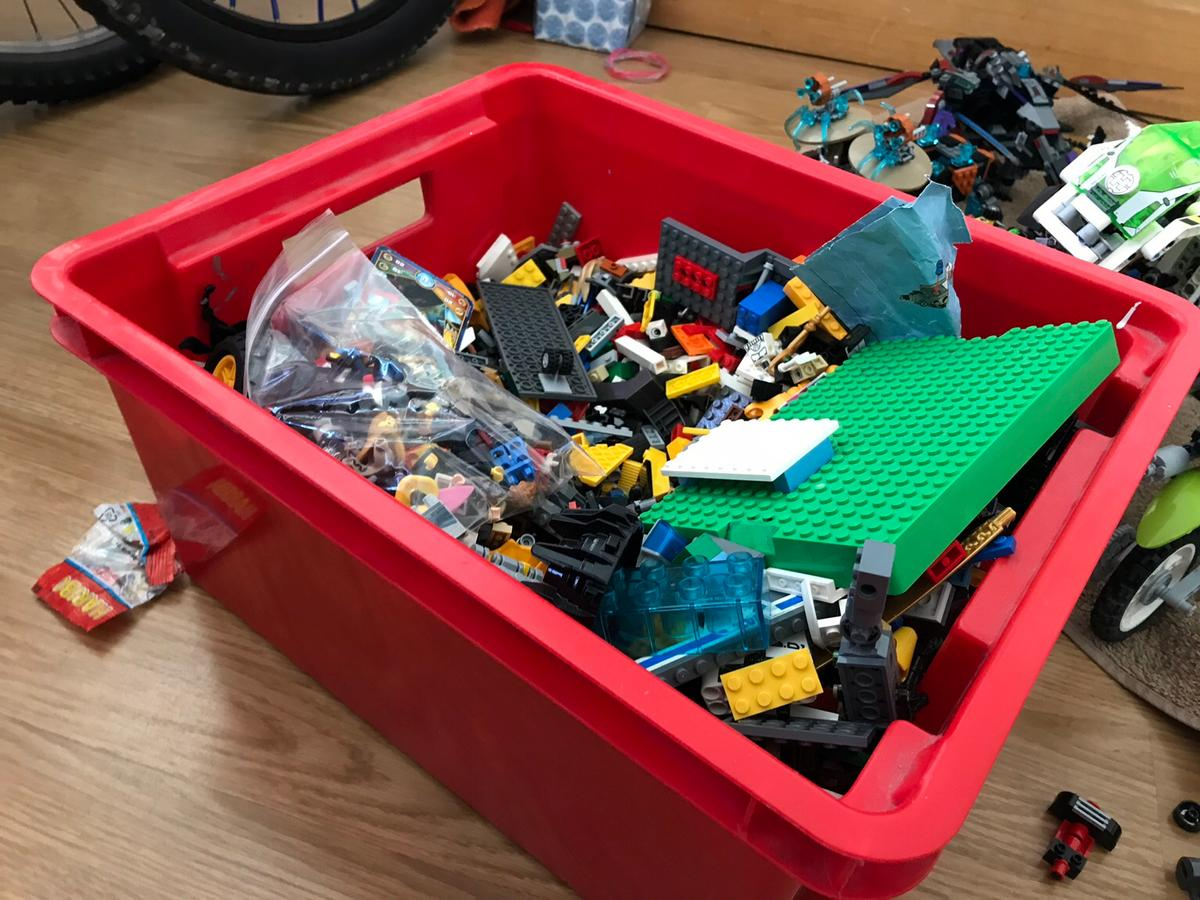 15+ sets of lego and lego technic , in SS0-Sea for £65 00