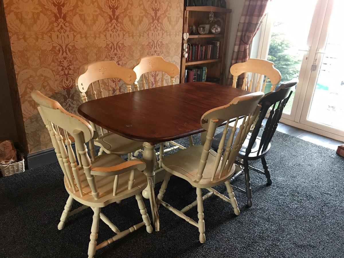 Farmhouse Style Dining Table And 6 Chairs In Willington Fur 80 00 Zum Verkauf Shpock De